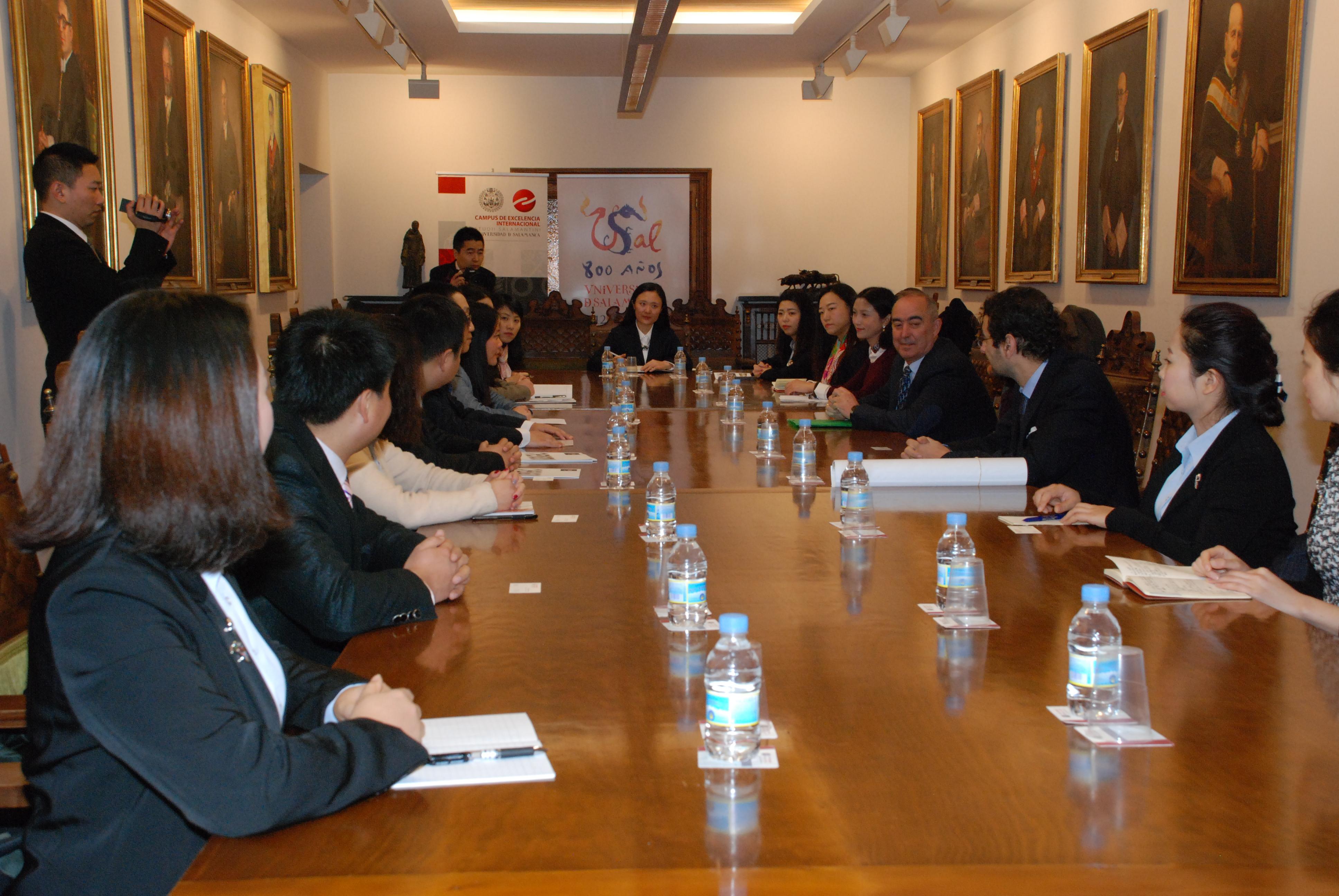 Políticos chinos de la provincia de Sichuan visitan la Universidad de Salamanca para conocer modelos de desarrollo cultural