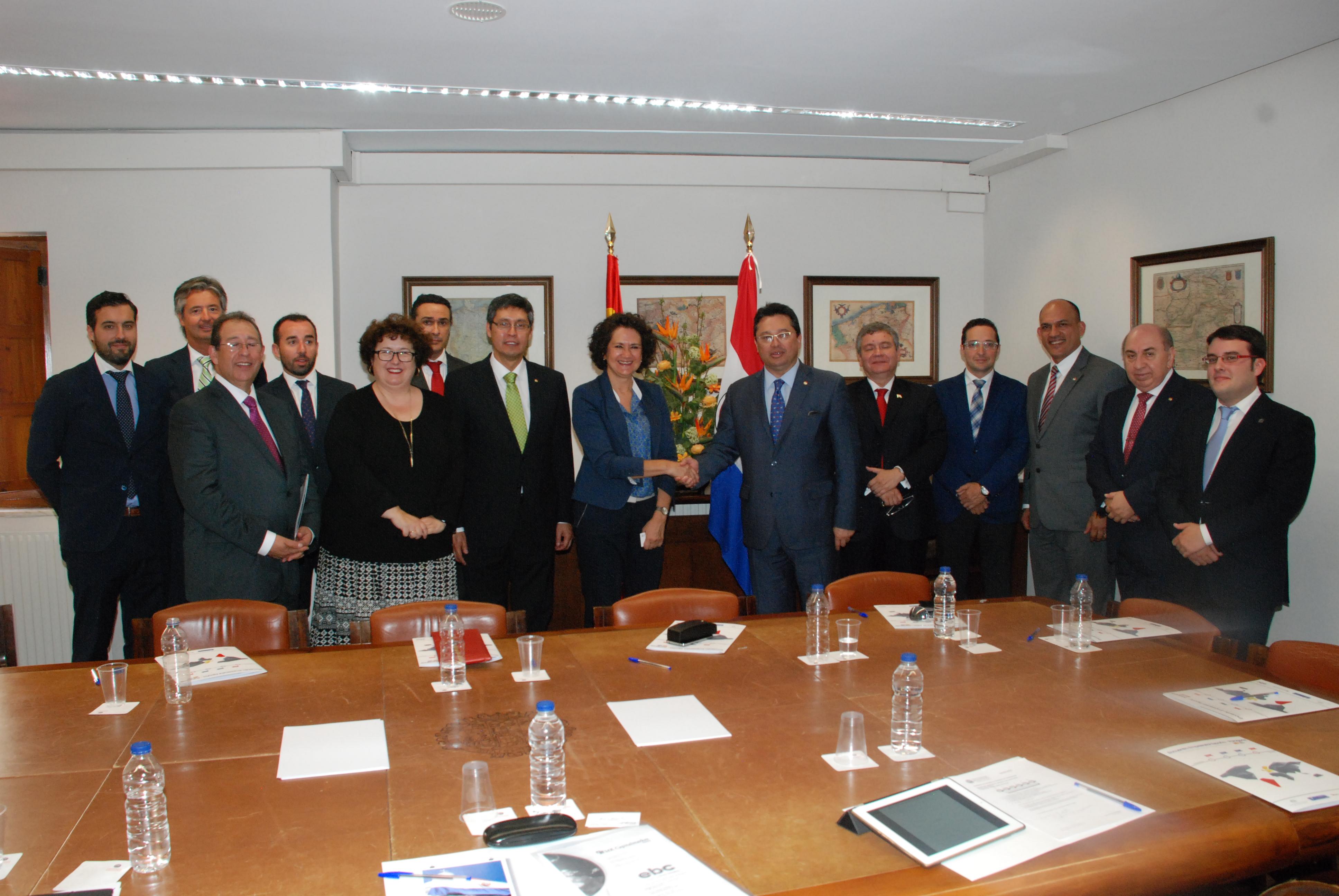 El rector recibe al ministro de Industria y Comercio de Paraguay