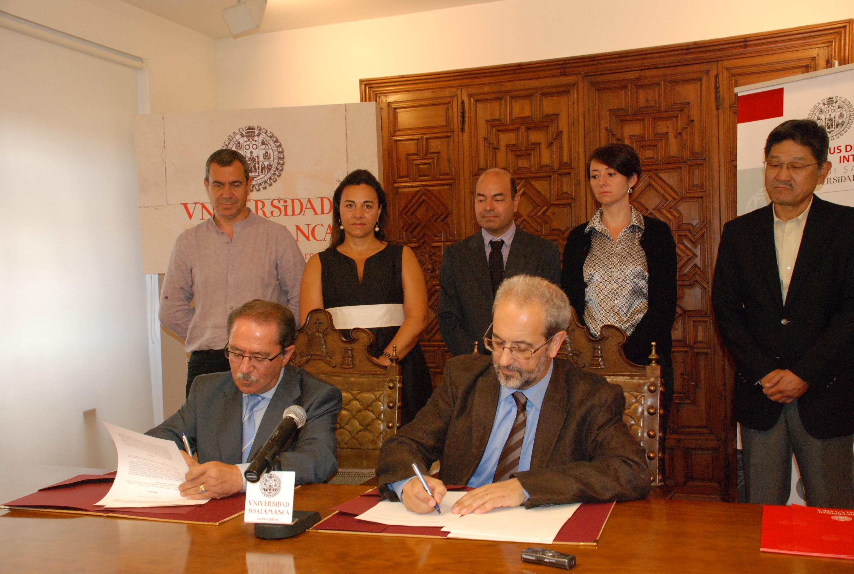 Firma de convenio entre la Universidad de Salamanca y el Ayuntamiento de Santa Marta de Tormes