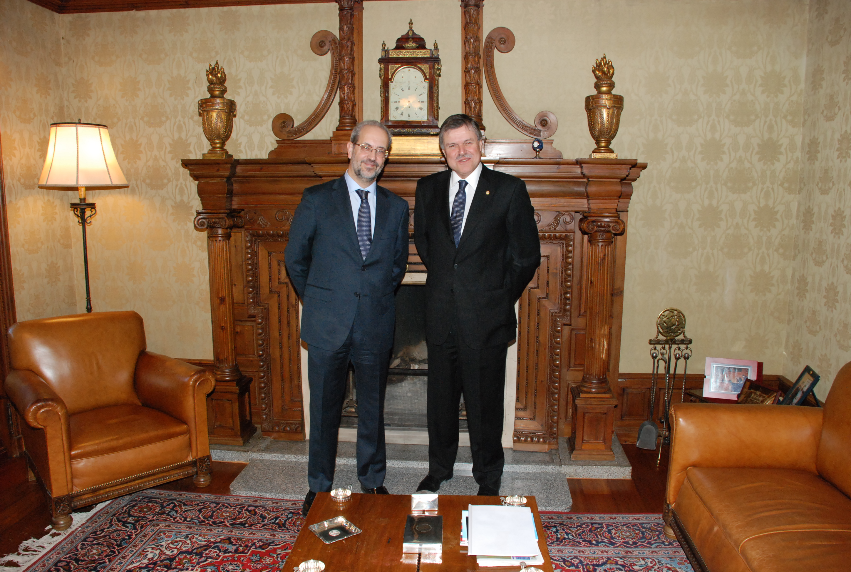 El rector de la Universidad de Salamanca con el embajador de Uruguay