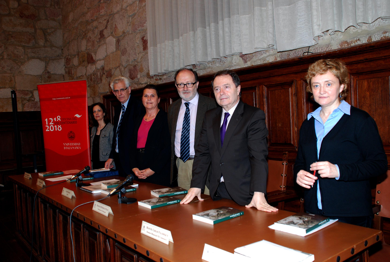 Los escritores franceses Jean-Claude y Colette Rabaté donan a la Universidad de Salamanca el semanario 'España con honra'