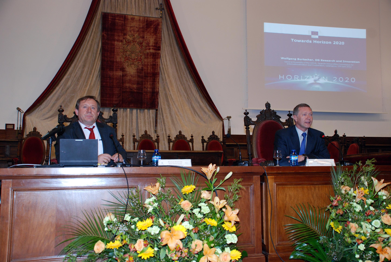 El director general adjunto del Programa de Política y Gestión de la Comisión Europea analiza el nuevo programa marco 'Horizonte 2020'