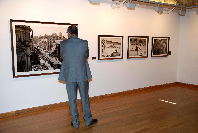 La Universidad de Salamanca presenta la crónica gráfica de medio siglo de vida española del fotógrafo Martín Santos Yubero