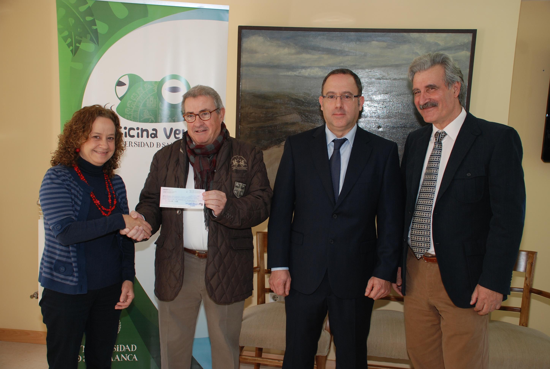 La Oficina Verde de la Universidad de Salamanca entrega a la Federación del Síndrome de Down 1.783 euros derivados de la gestión de residuos