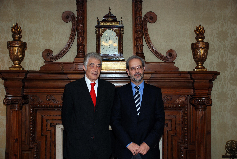 El subdelegado del Gobierno en Salamanca, Javier Galán Serrano, visita al rector de la Universidad de Salamanca.