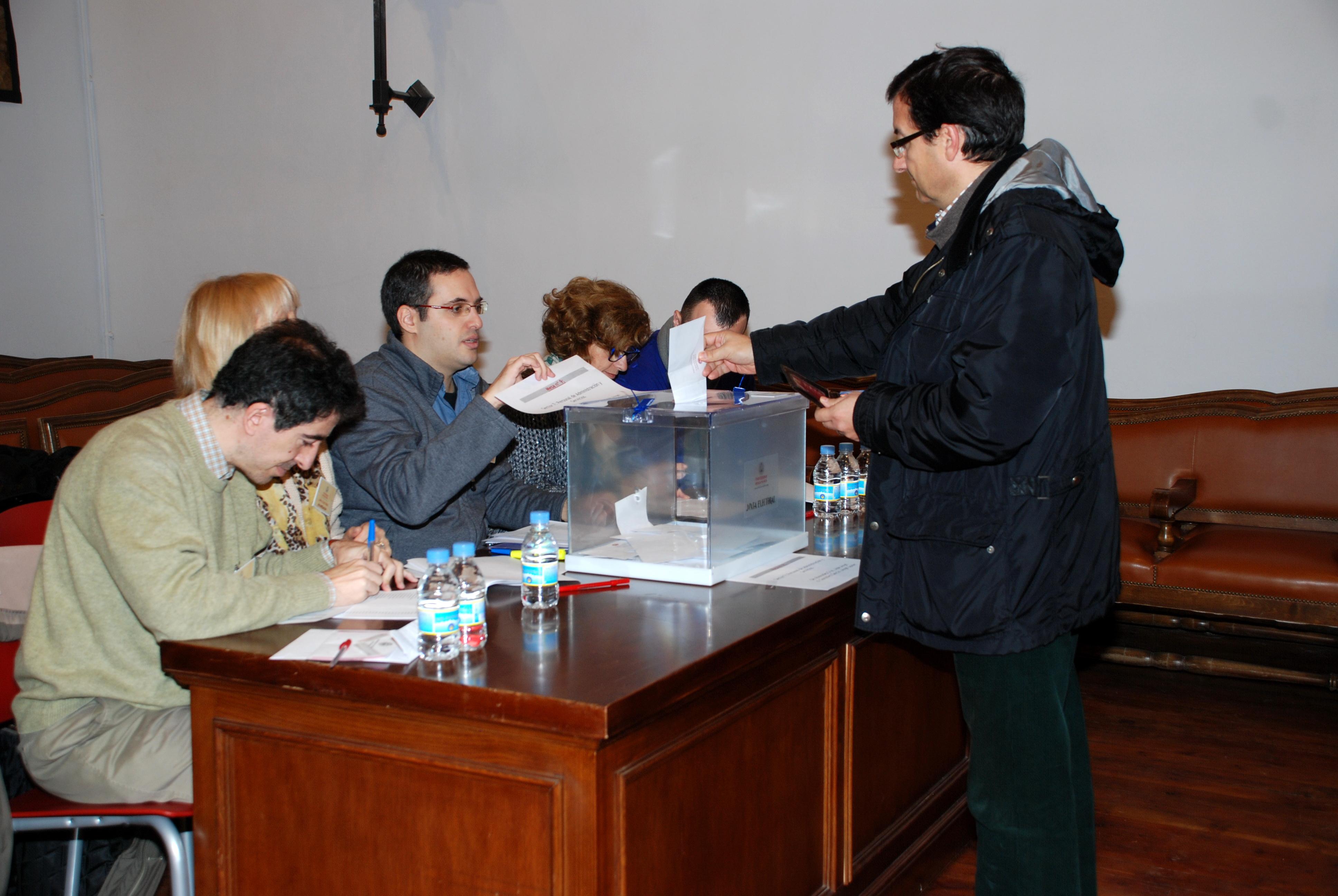 Cerca de 32.000 universitarios eligen hoy al Rector de la Universidad de Salamanca para los próximos cuatro años