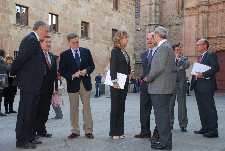 La Comisión Interinstitucional del VIII Centenario de la Universidad de Salamanca estudia el documento estratégico para 2018