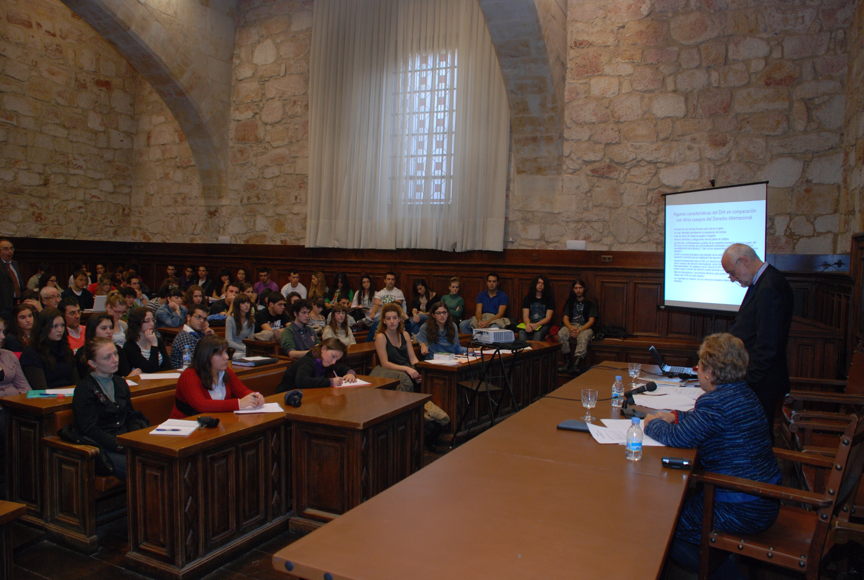 El presidente del Comité Internacional de Cruz Roja, Jacob Kellenberger participa en un seminario