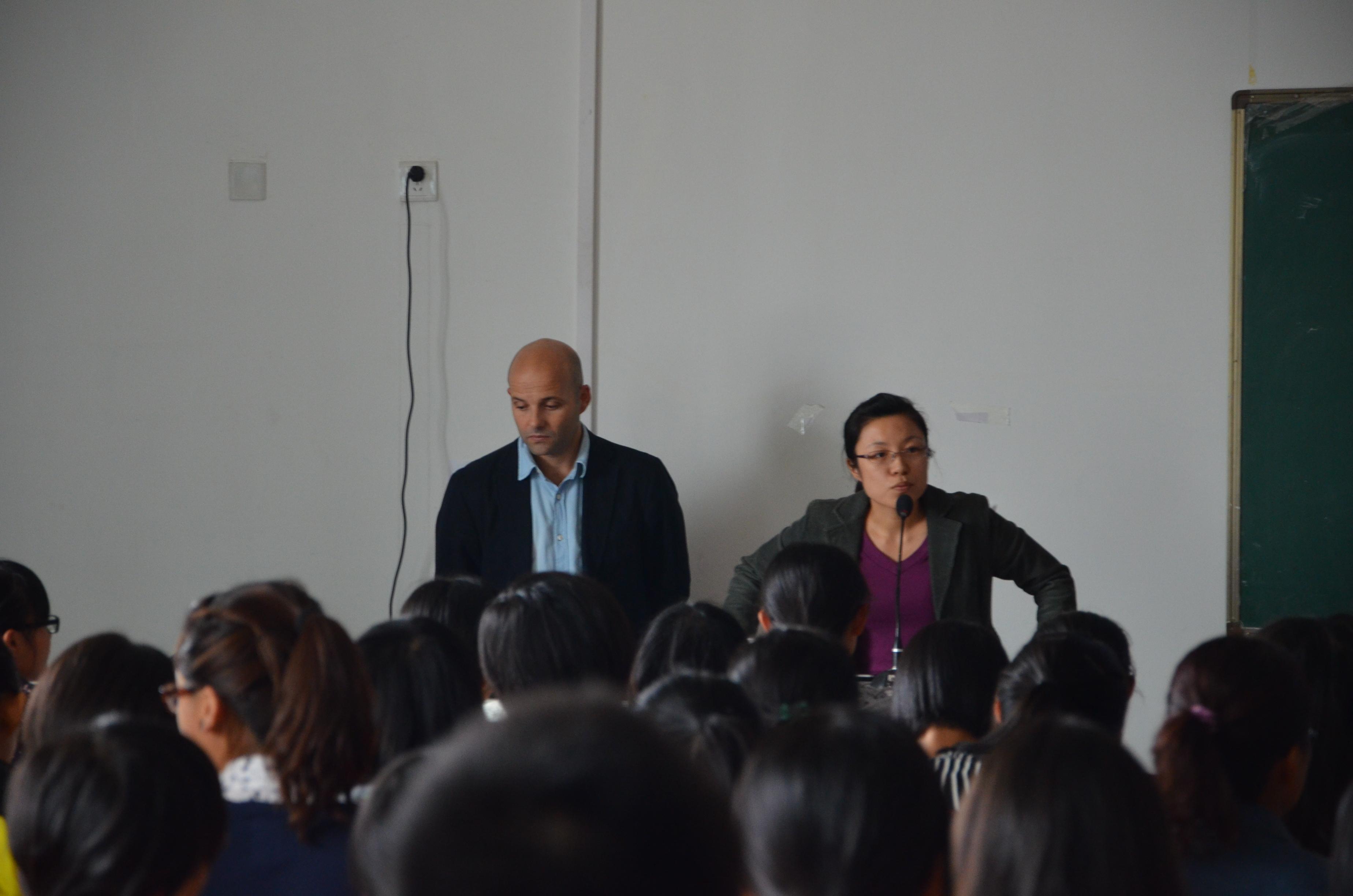 El director del Máster de Estudios en Asia Oriental imparte dos conferencias en la Universidad de Estudios Internacionales de Xi'an