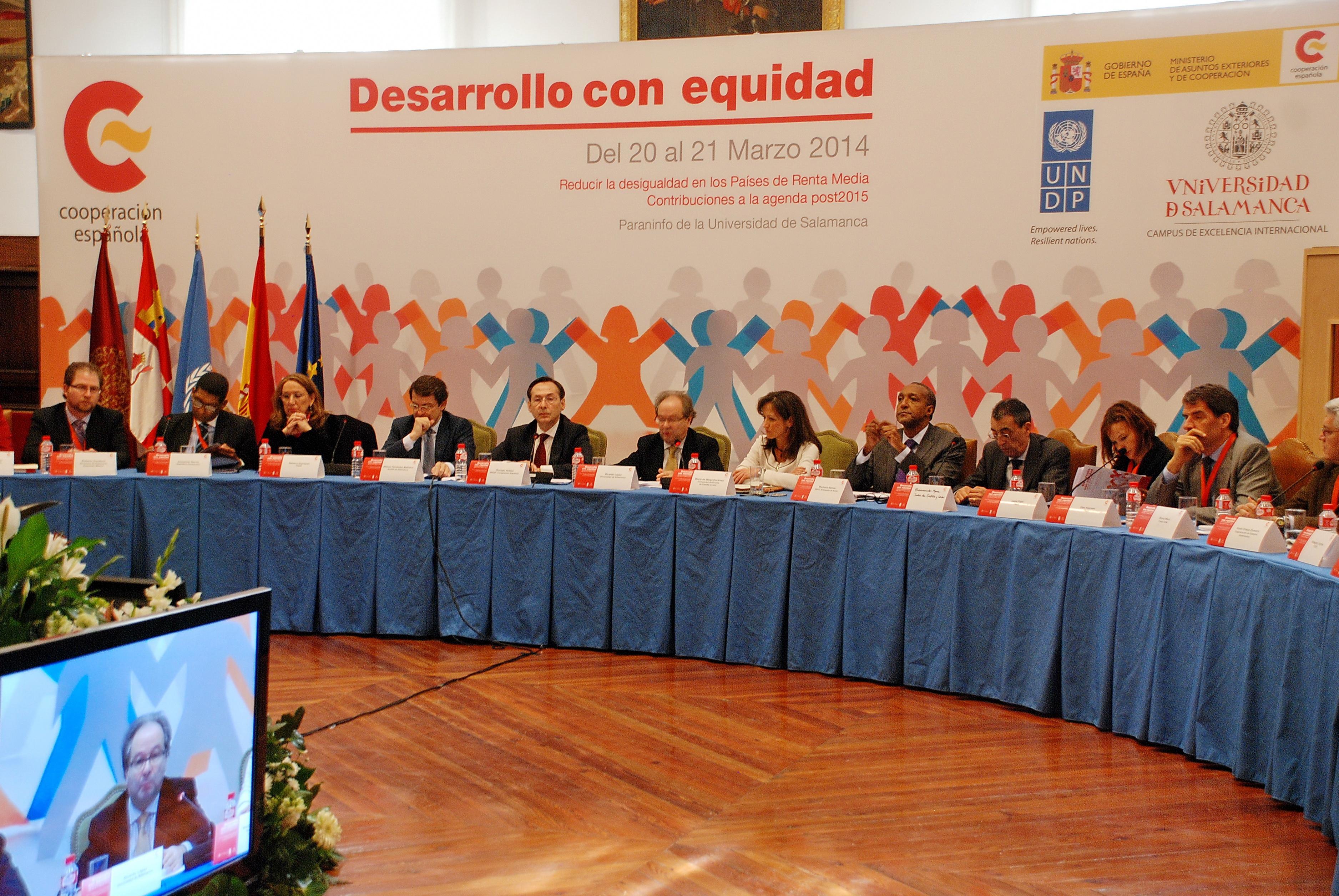 El vicerrector de Economía, Ricardo López, asiste a la inauguración de las Jornadas 'Desarrollo con Equidad' de la Agencia Española de Cooperación Internacional para el Desarrollo