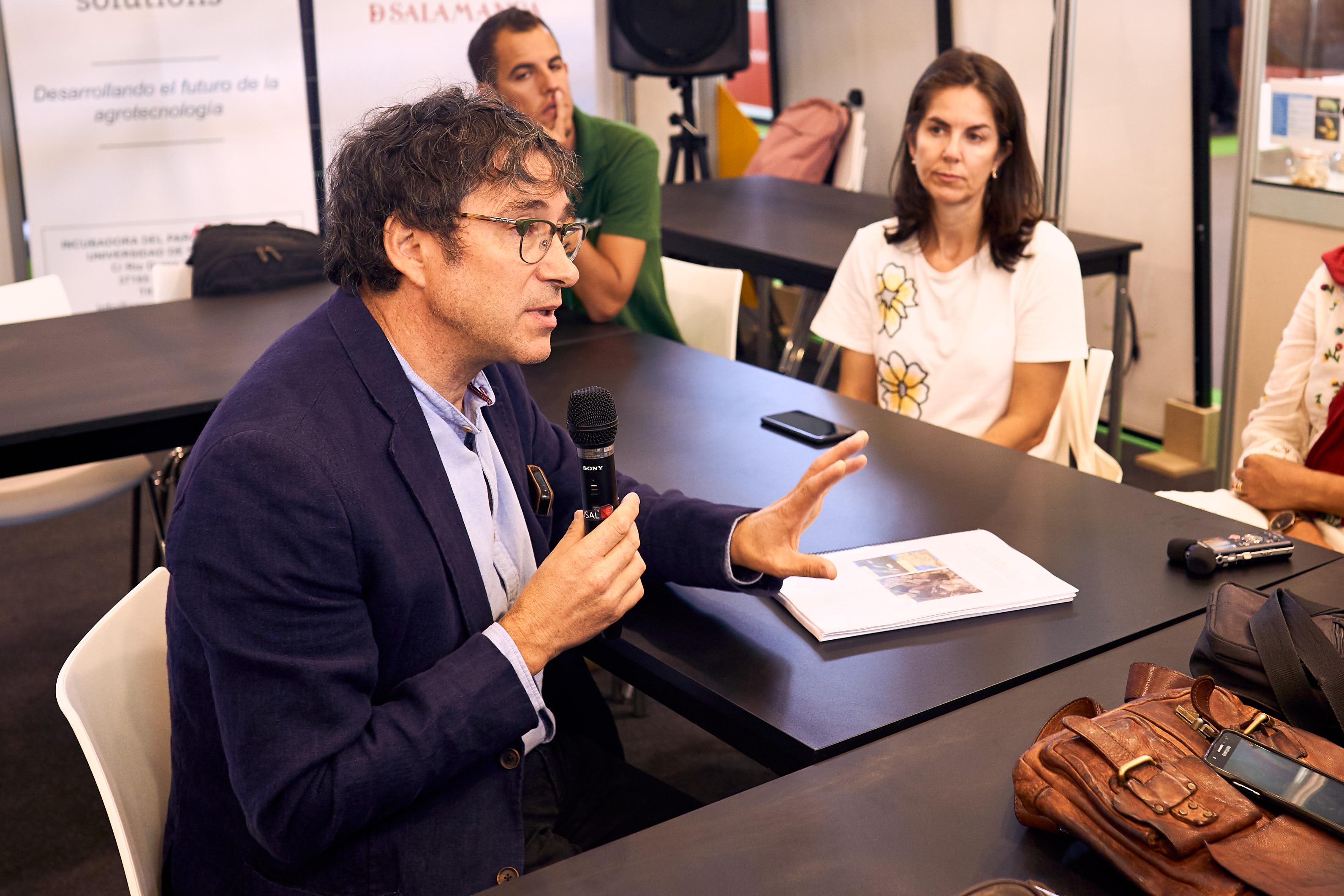 El rector y el presidente de la Diputación presentan los resultados de la III convocatoria de los proyectos de investigación orientados al sector primario 0001.jpg