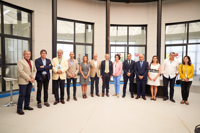 El rector y el presidente de la Diputación presentan los resultados de la III convocatoria de los proyectos de investigación orientados al sector primario 0007.jpg