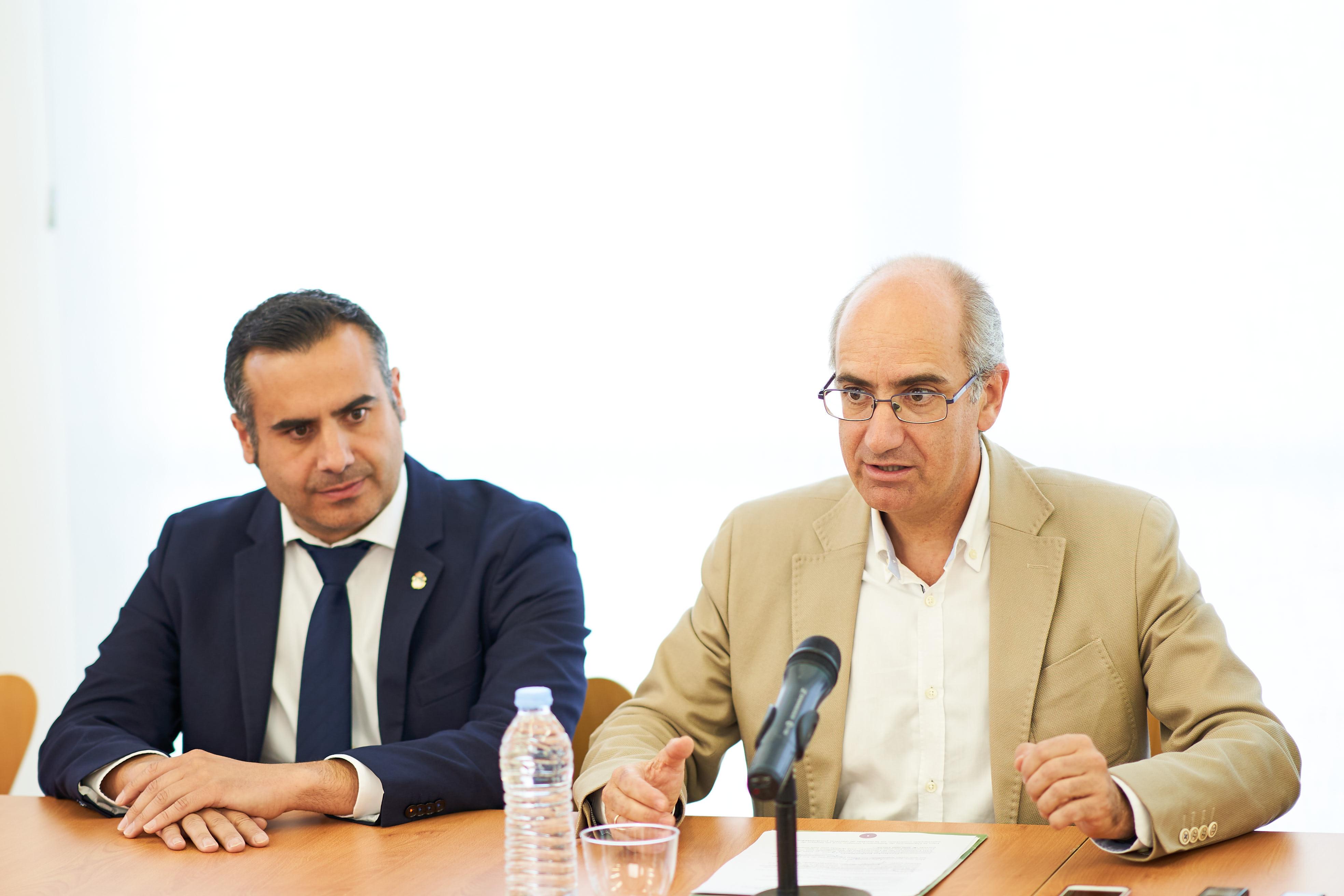 El rector y el presidente de la Diputación presentan los resultados de la III convocatoria de los proyectos de investigación orientados al sector primario 0008.jpg