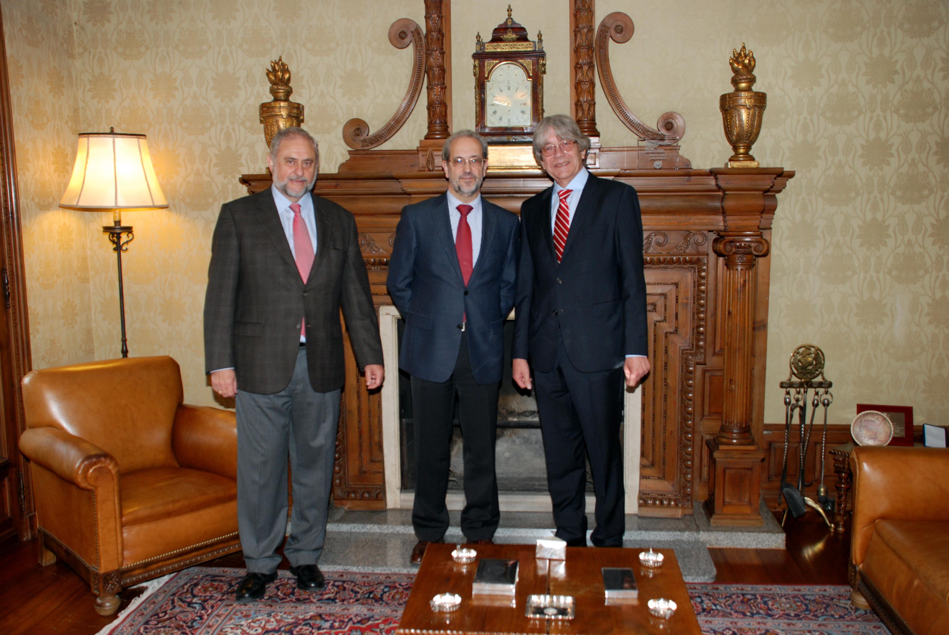 El rector de la Universidad de Salamanca, Daniel Hernández Ruipérez, recibe al embajador de Alemania en España