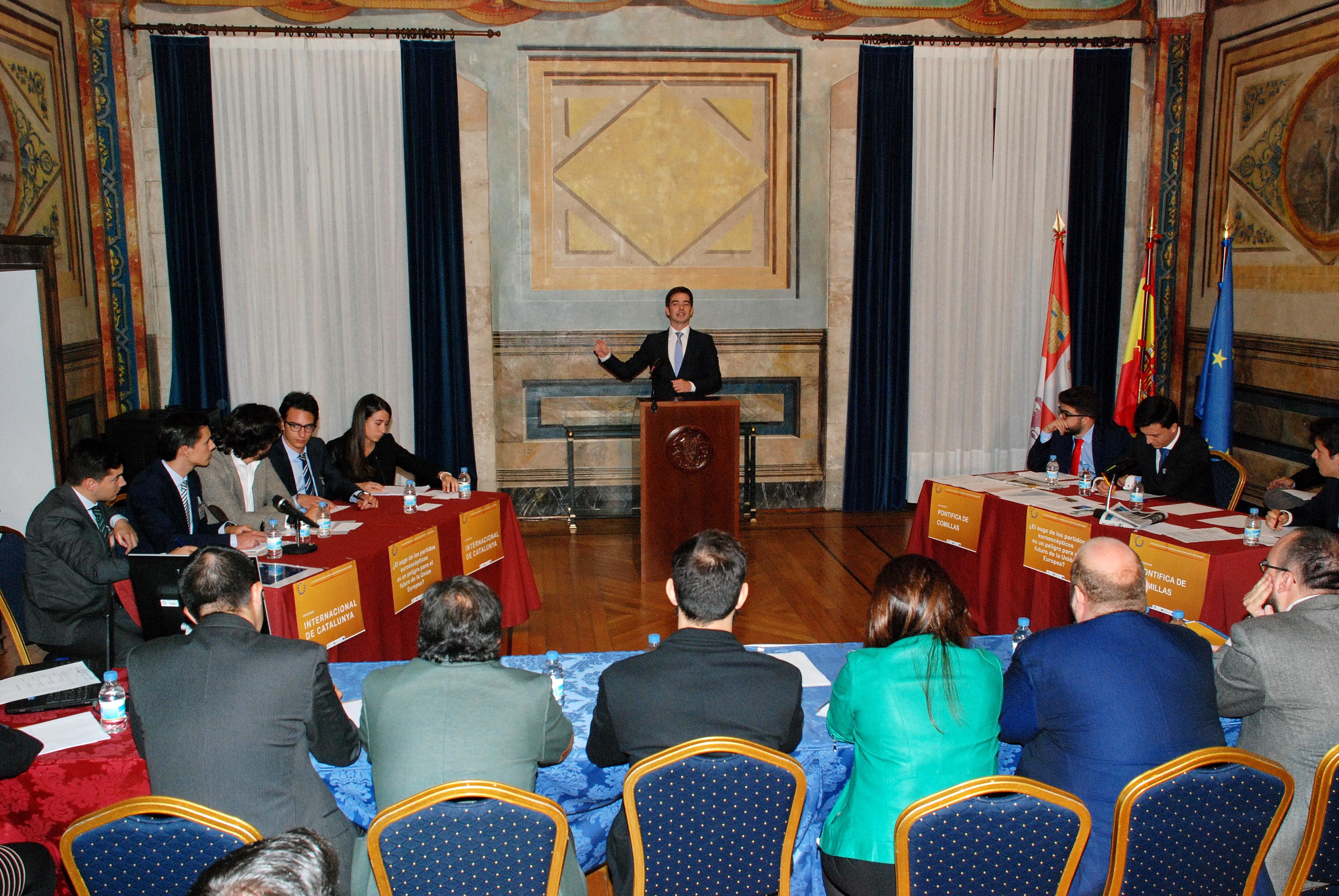 El equipo de la Universidad Internacional de Cataluña, vencedor en el II Encuentro Universitario de Debate sobre el Futuro de la Unión Europea