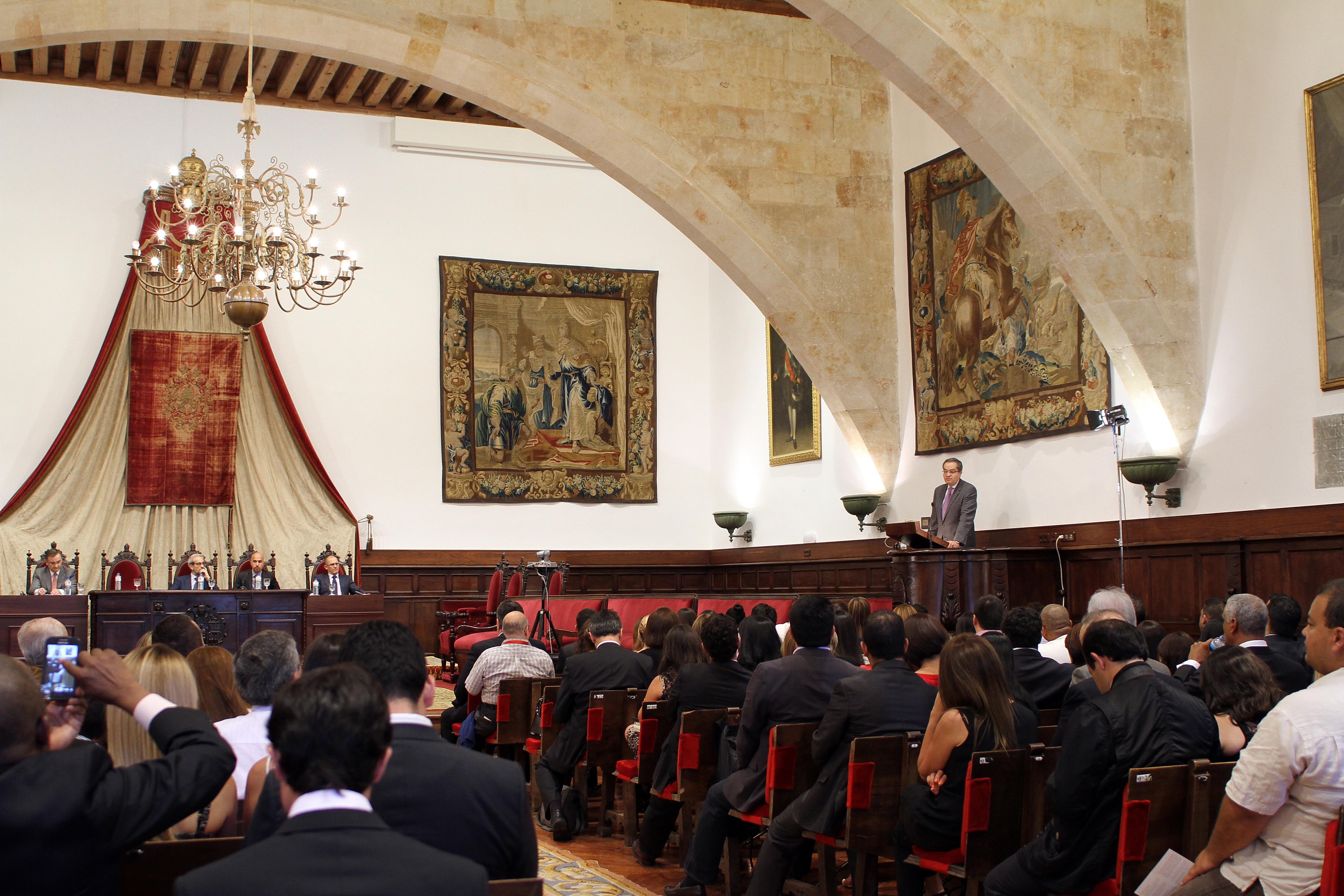El rector, Daniel Hernández, clausura la XXXV edición de los Cursos de Especialización en Derecho organizados por la Fundación General