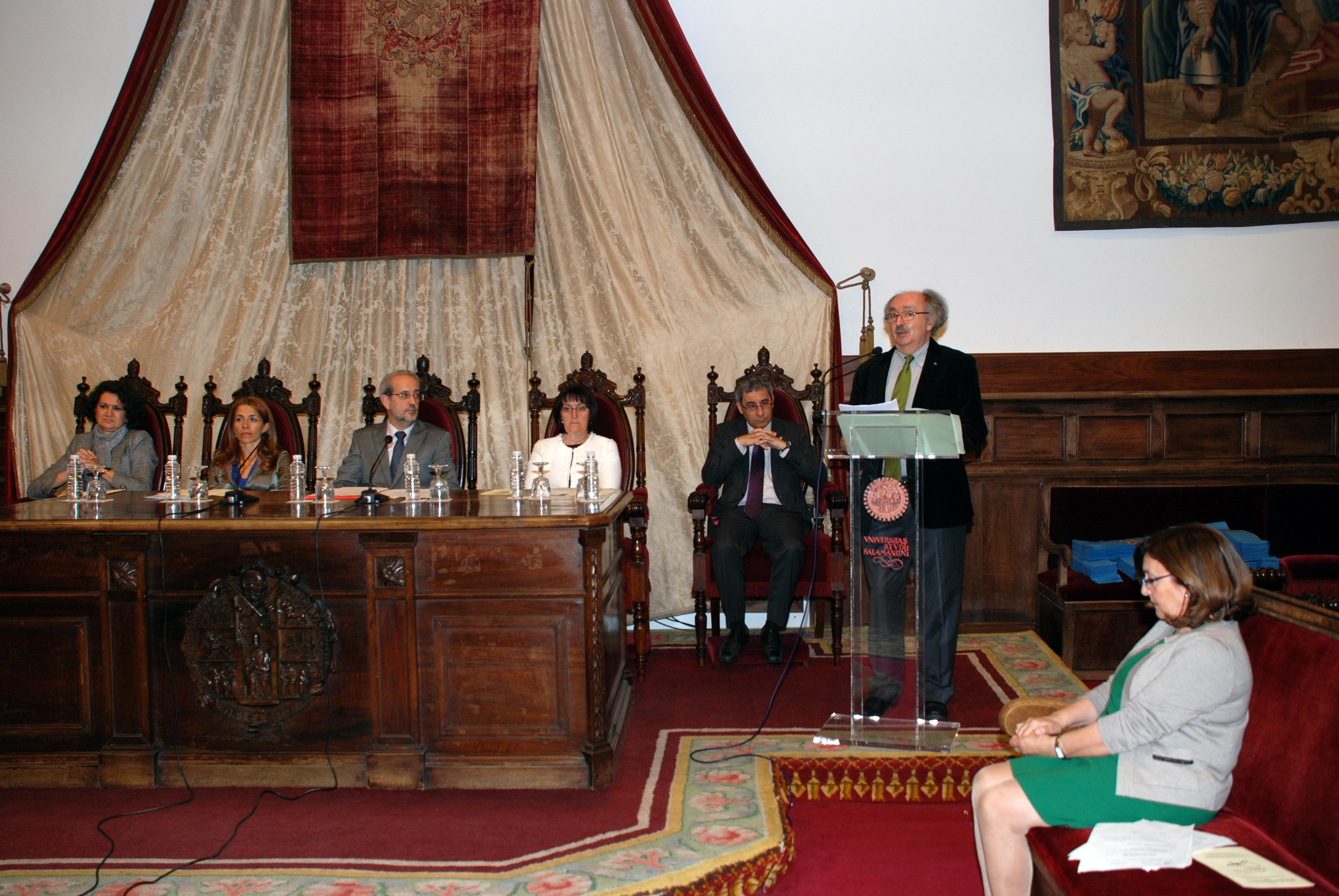 El rector preside la ceremonia de graduación del Programa Interuniversitario de la Experiencia de la Universidad de Salamanca