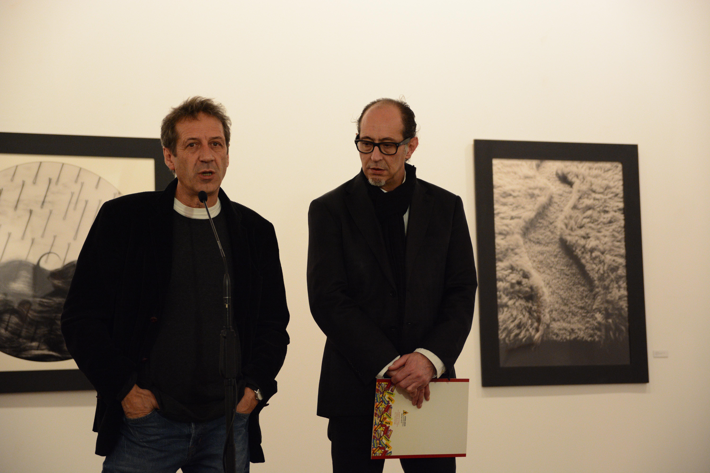 El fotógrafo Chema Madoz inaugura su exposición retrospectiva 'Ars combinatoria' en la Hospedería Fonseca
