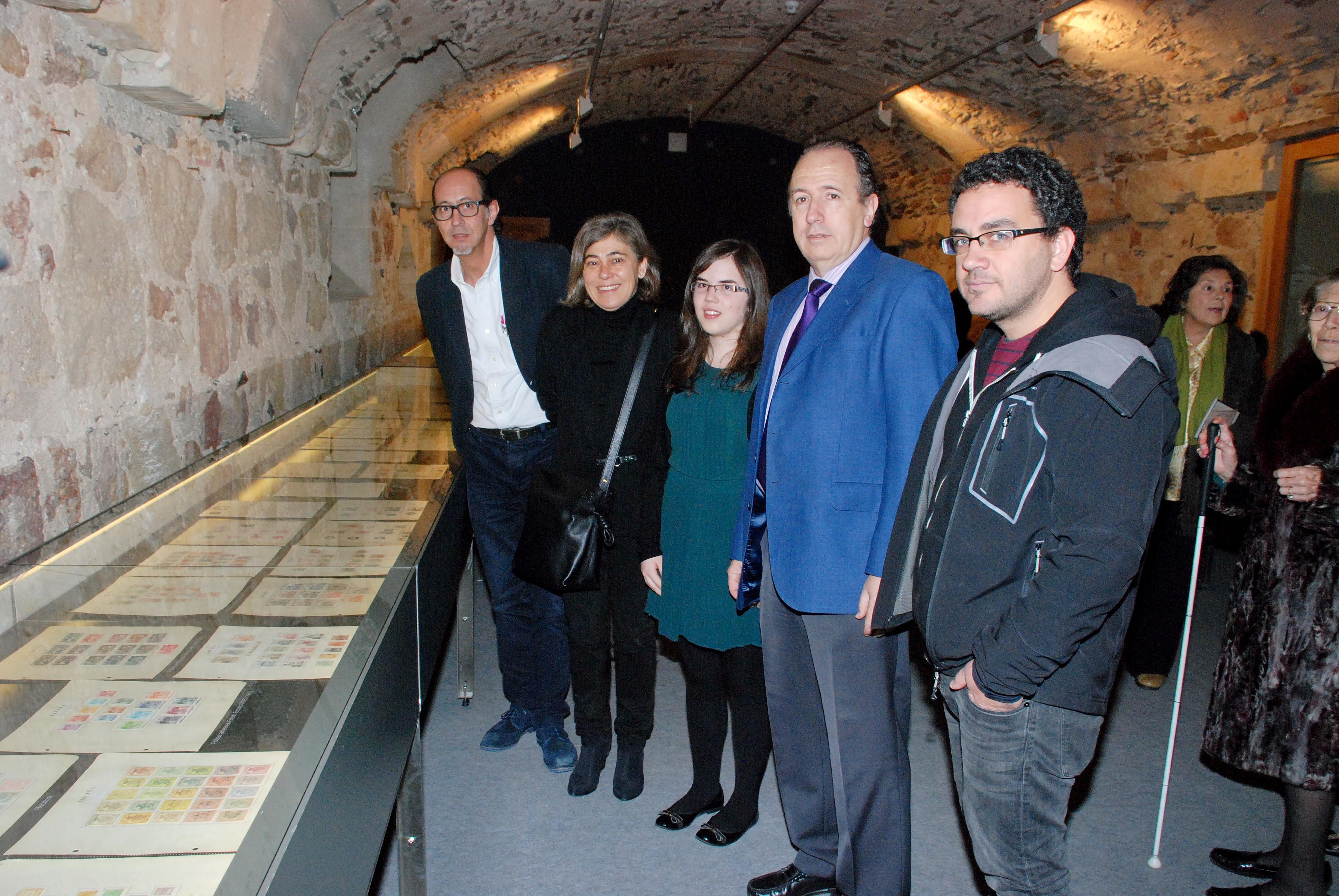 El Servicio de Actividades Culturales inaugura la exposición 'Colección Filatélica Delgado del Bao'