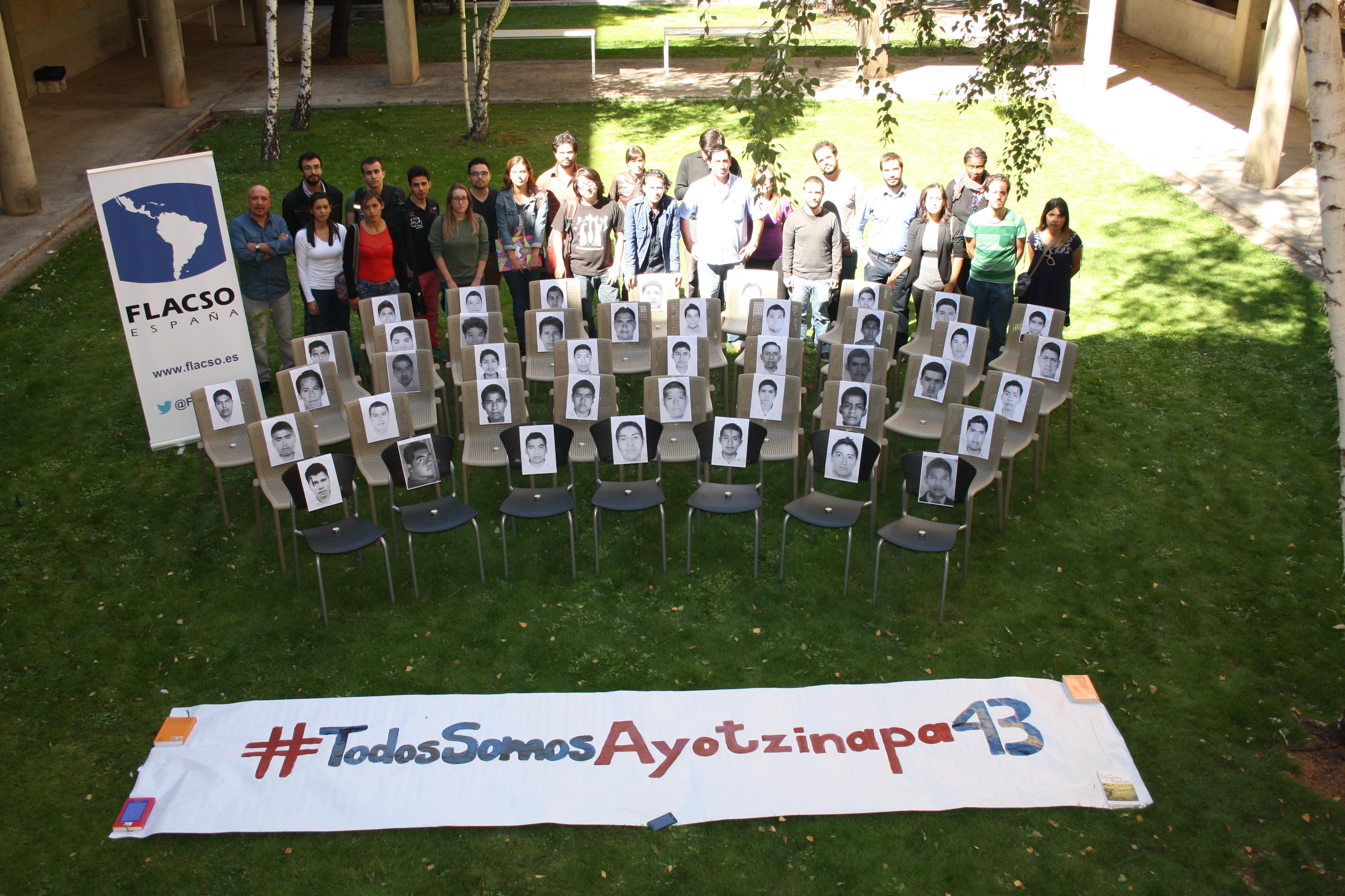 Miembros de FLACSO España recuerdan en la Facultad de Derecho a los 43 estudiantes mexicanos desaparecidos en la Escuela Normal Rural Raúl Isidro Burgos