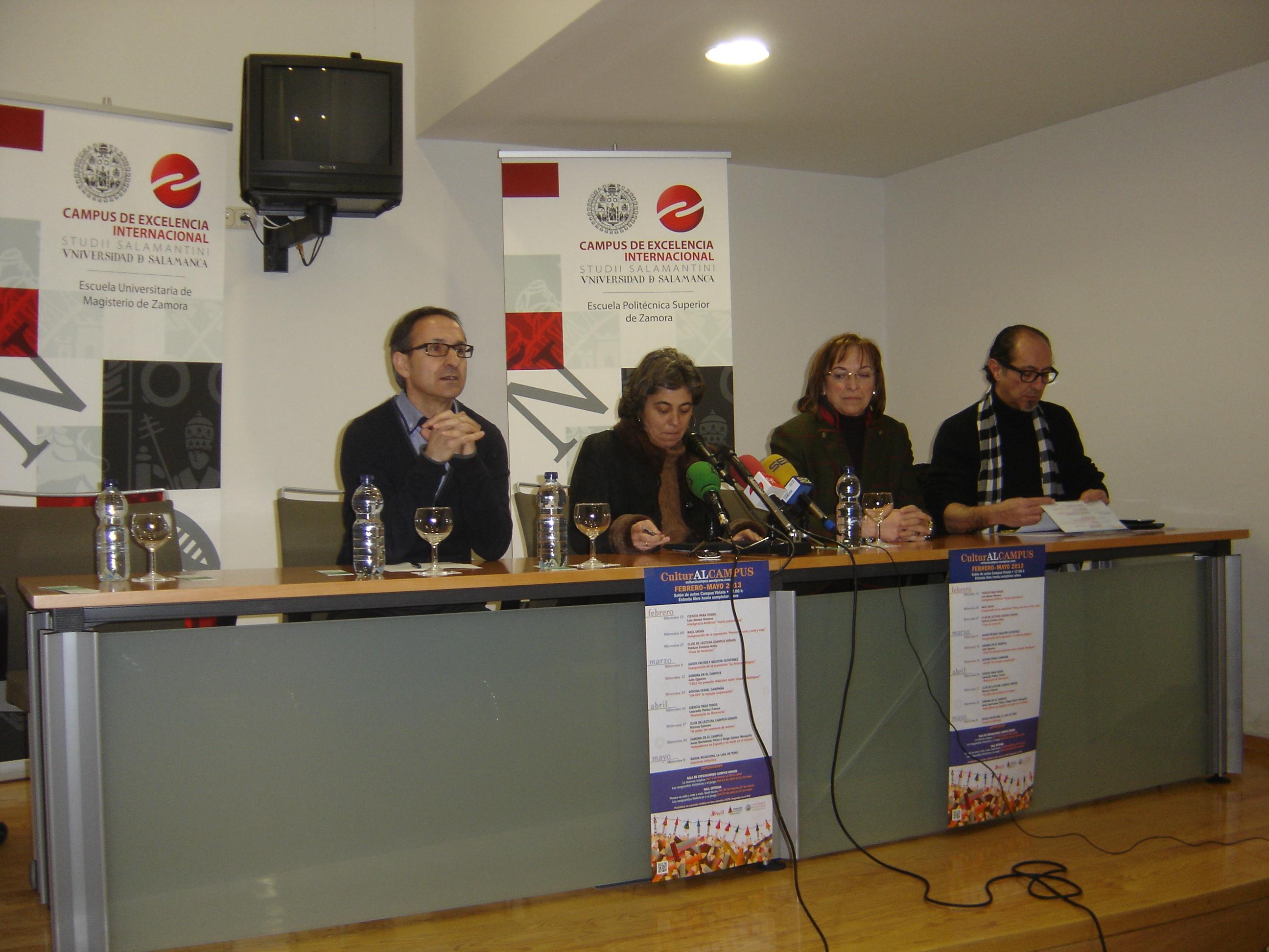 El poeta Raúl Vacas presenta la exposición 'Poema es esto, y esto, y esto' dentro del programa CulturaALCAMPUS
