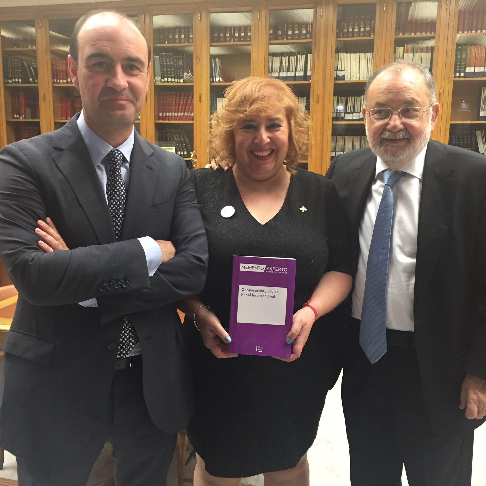 Un grupo de profesores de Derecho Procesal colabora en la redacción del Memento en Cooperación Jurídica Penal Internacional