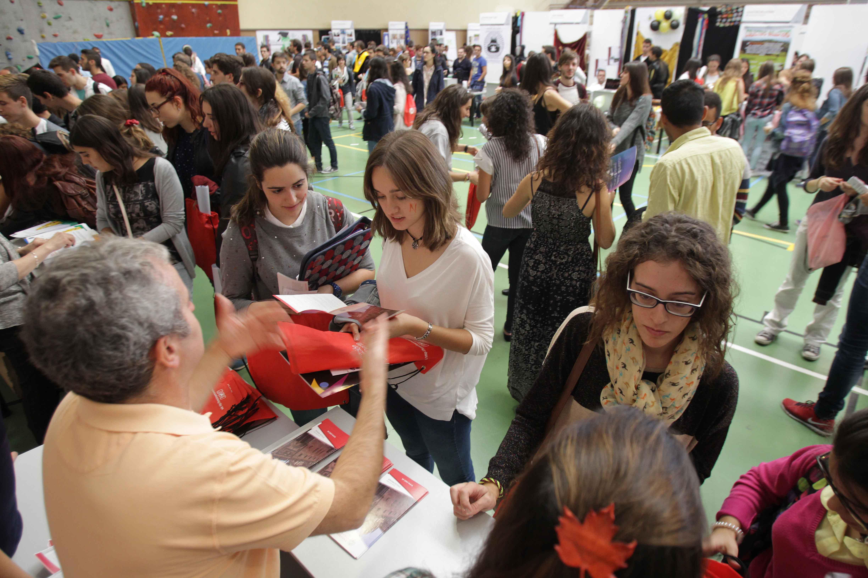 Miles de estudiantes visitan la Feria de Bienvenida de la Universidad de Salamanca