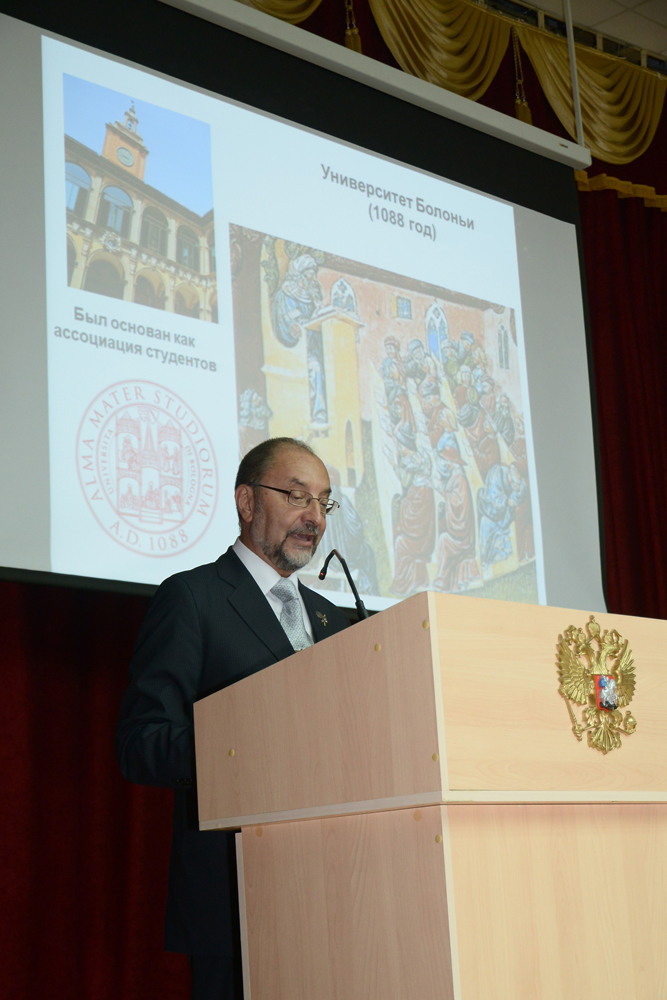 Fernando Simón, catedrático de Parasitología de la Universidad de Salamanca, nombrado honoris causa por la universidad rusa Rostov State Medical University