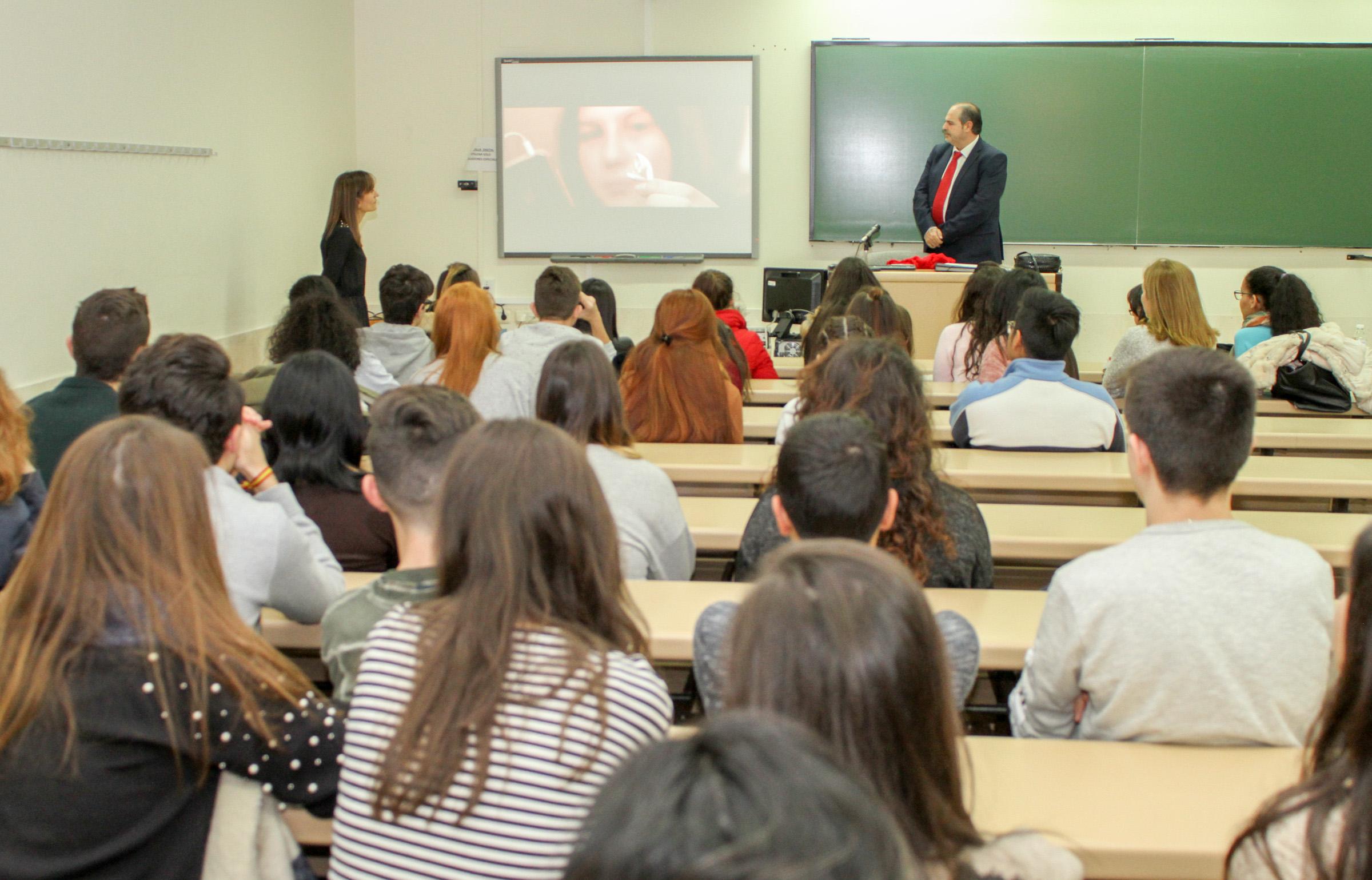 La Facultad de Economía y Empresa acoge una jornada sobre educación financiera para estudiantes de secundaria, bachillerato y ciclos formativos