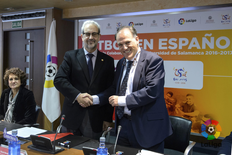 """La Universidad de Salamanca y LaLiga firman un convenio de colaboración bajo el lema """"Fútbol en Español"""""""
