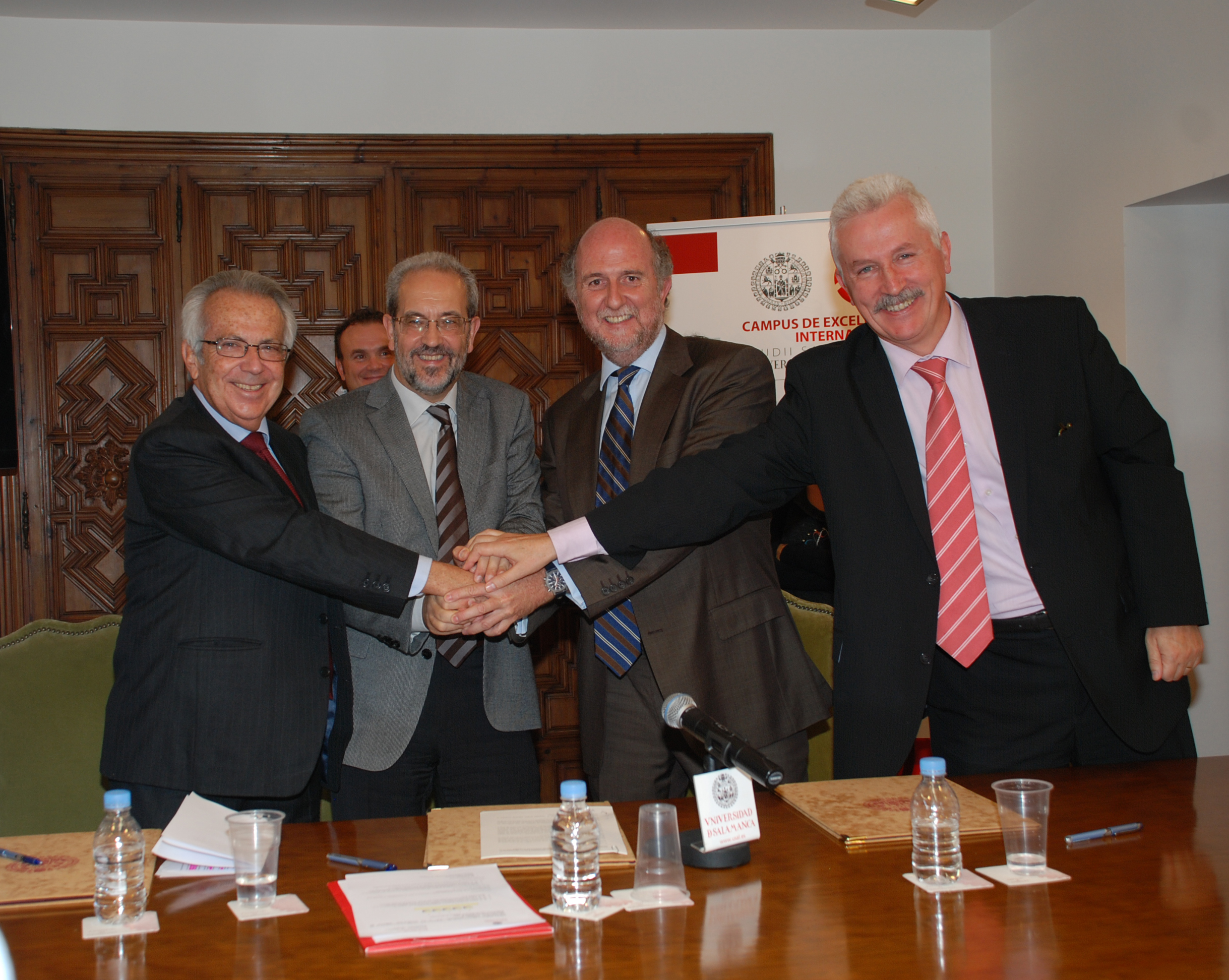 Firma de convenio entre la Universidad de Salamanca, la empresa Indra y la Fundación Adecco de Tecnología Accesible.