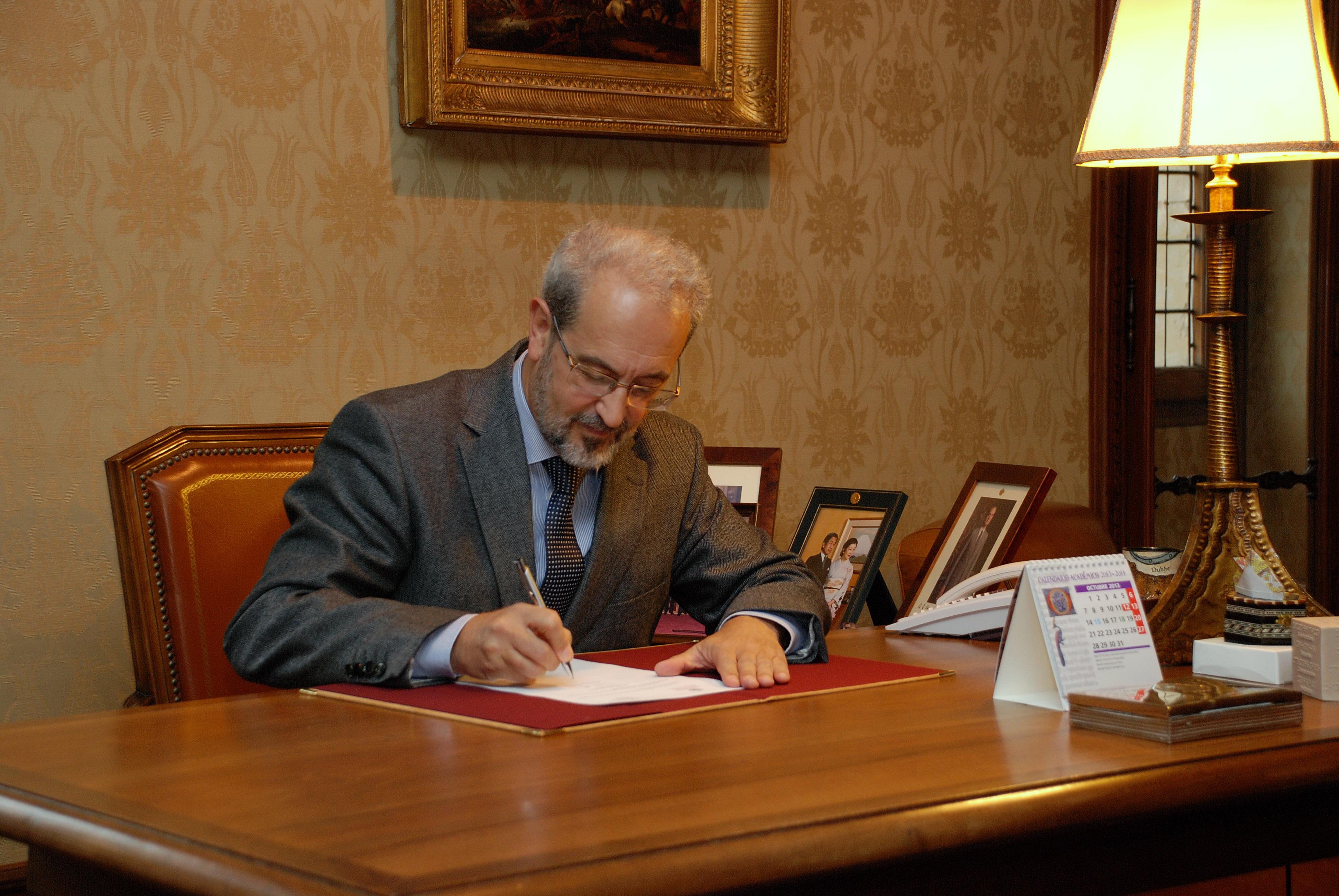 El rector Daniel Hernández Ruipérez convoca elecciones a Rector de la Universidad de Salamanca
