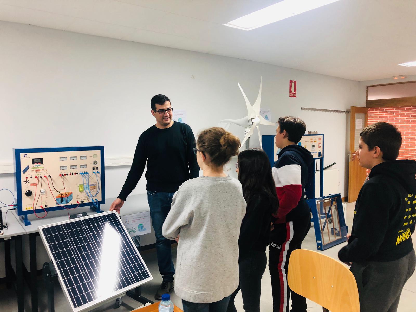 Investigadores de la Universidad de Salamanca estudian la viabilidad de autoconsumos fotovoltaicos municipales para servicios de alumbrado público y transporte urbano