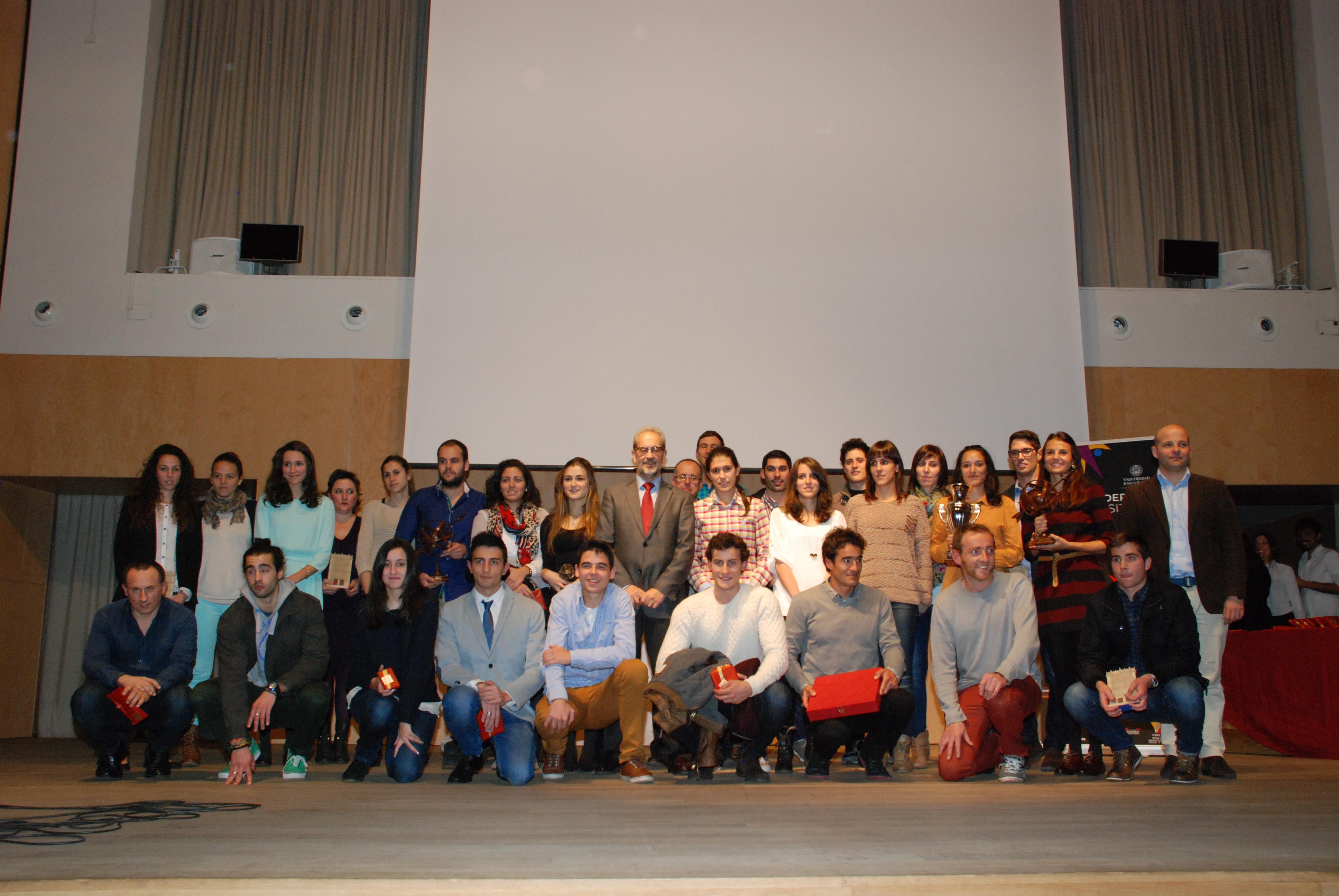 Gema Martín, Javier Bernal y el equipo de Baloncesto Femenino de la Universidad, mejores deportistas universitarios del curso 2013-2014