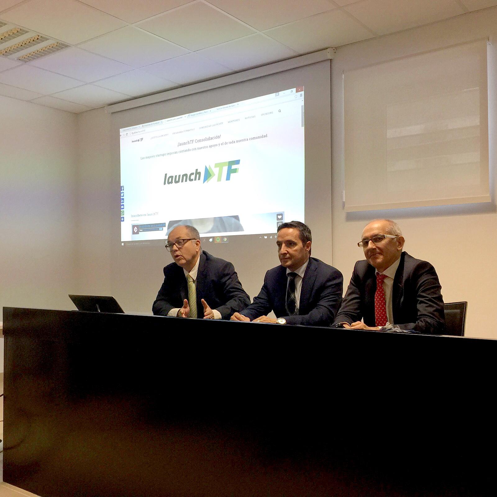 El vicerrector de Investigación, Juan Manuel Corchado, participa en la Universidad de Granada en un debate sobre emprendimiento