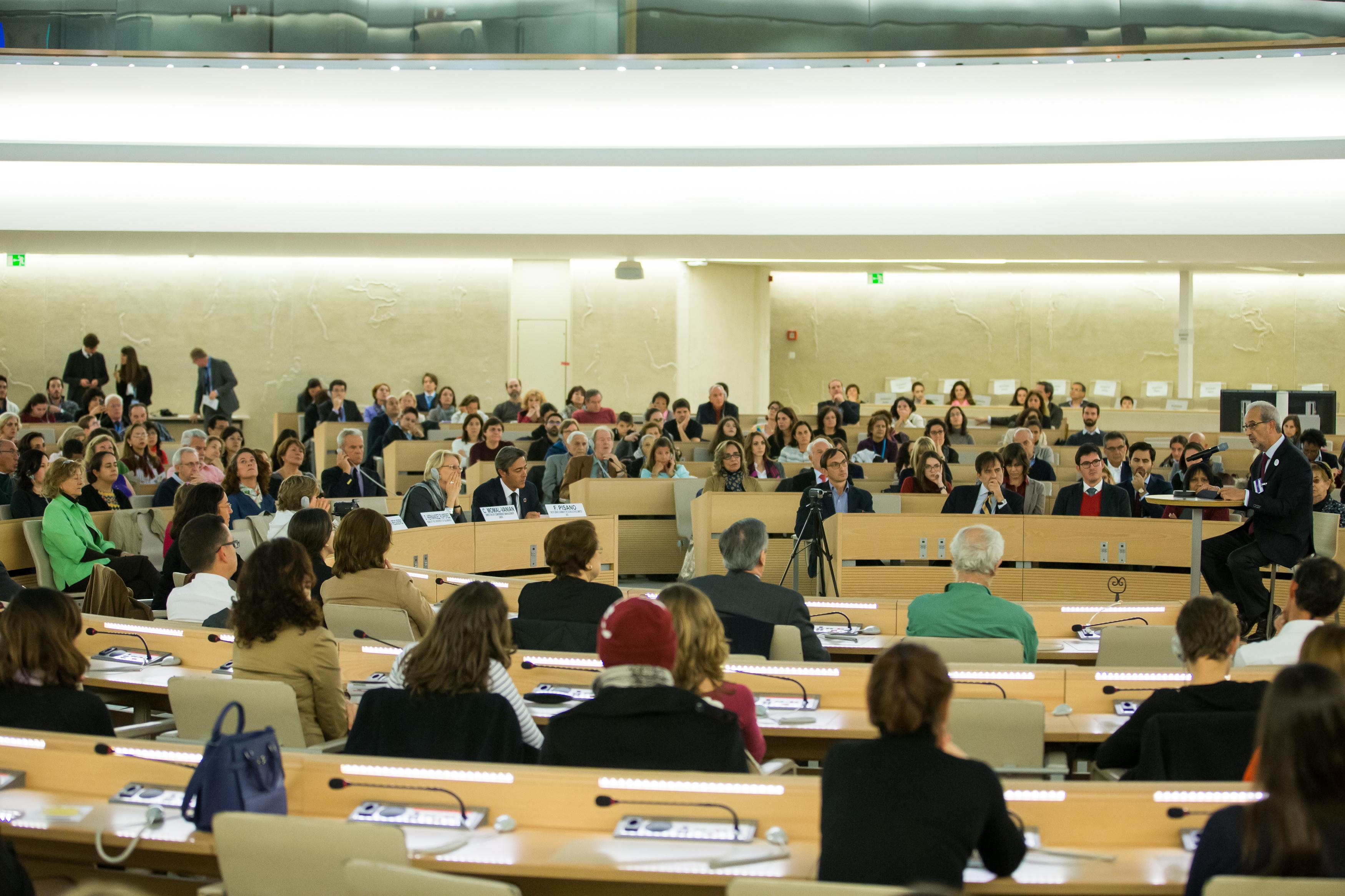 El rector de la Universidad de Salamanca presenta el SIELE en la Oficina de las Naciones Unidas en Ginebra
