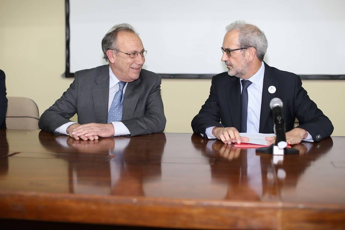 La Facultad de Medicina tributa un homenaje al catedrático de Bioquímica y exrector de la Universidad de Salamanca, Enrique Battaner