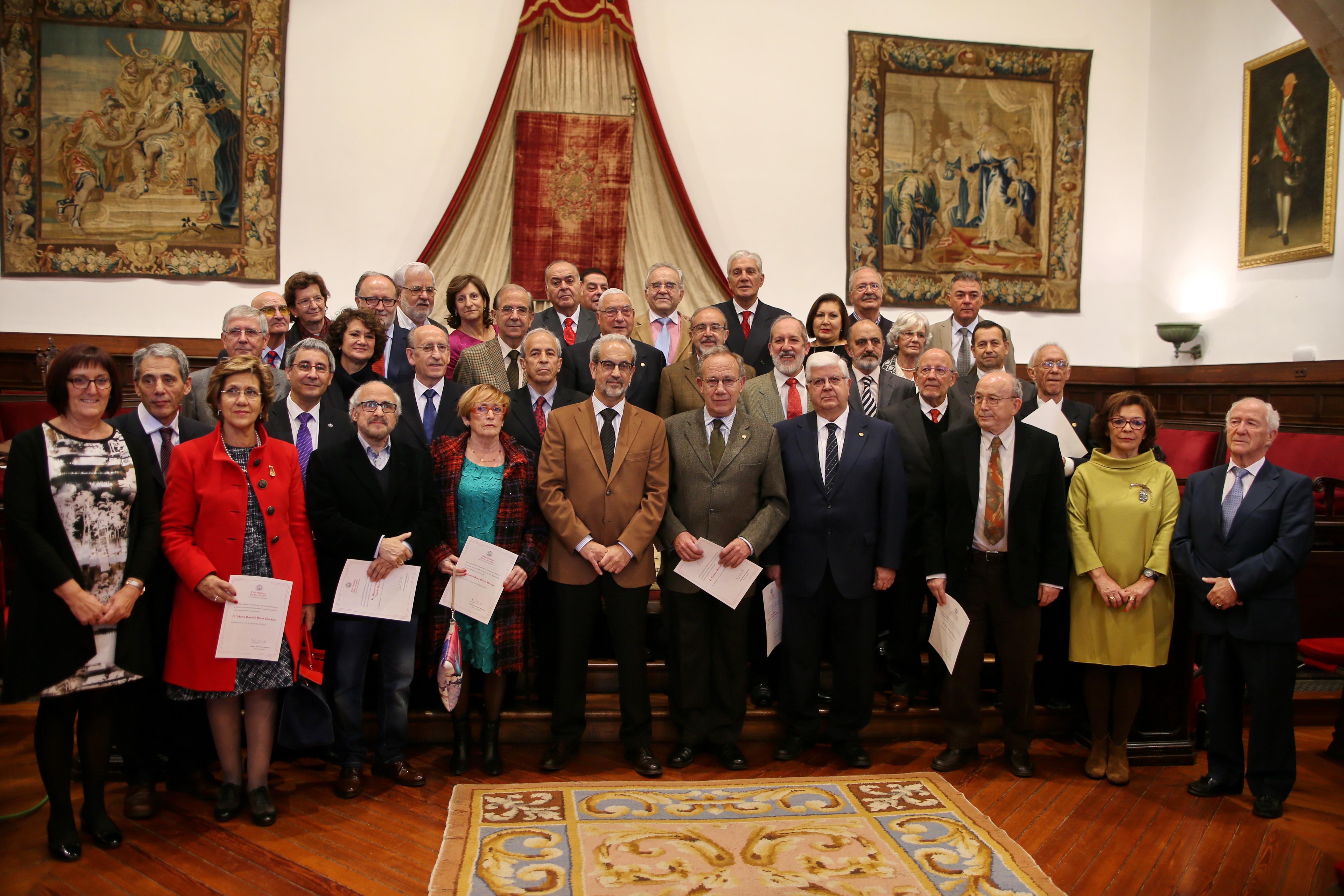 El rector, Daniel Hernández Ruipérez, preside el acto homenaje al Personal Docente e Investigador jubilado de la Universidad de Salamanca