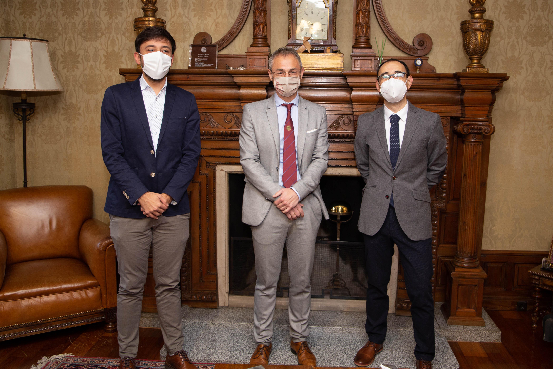 El rector recibe a los parlamentarios nacionales del PSOE por Salamanca, David Serrada y Fran Díaz