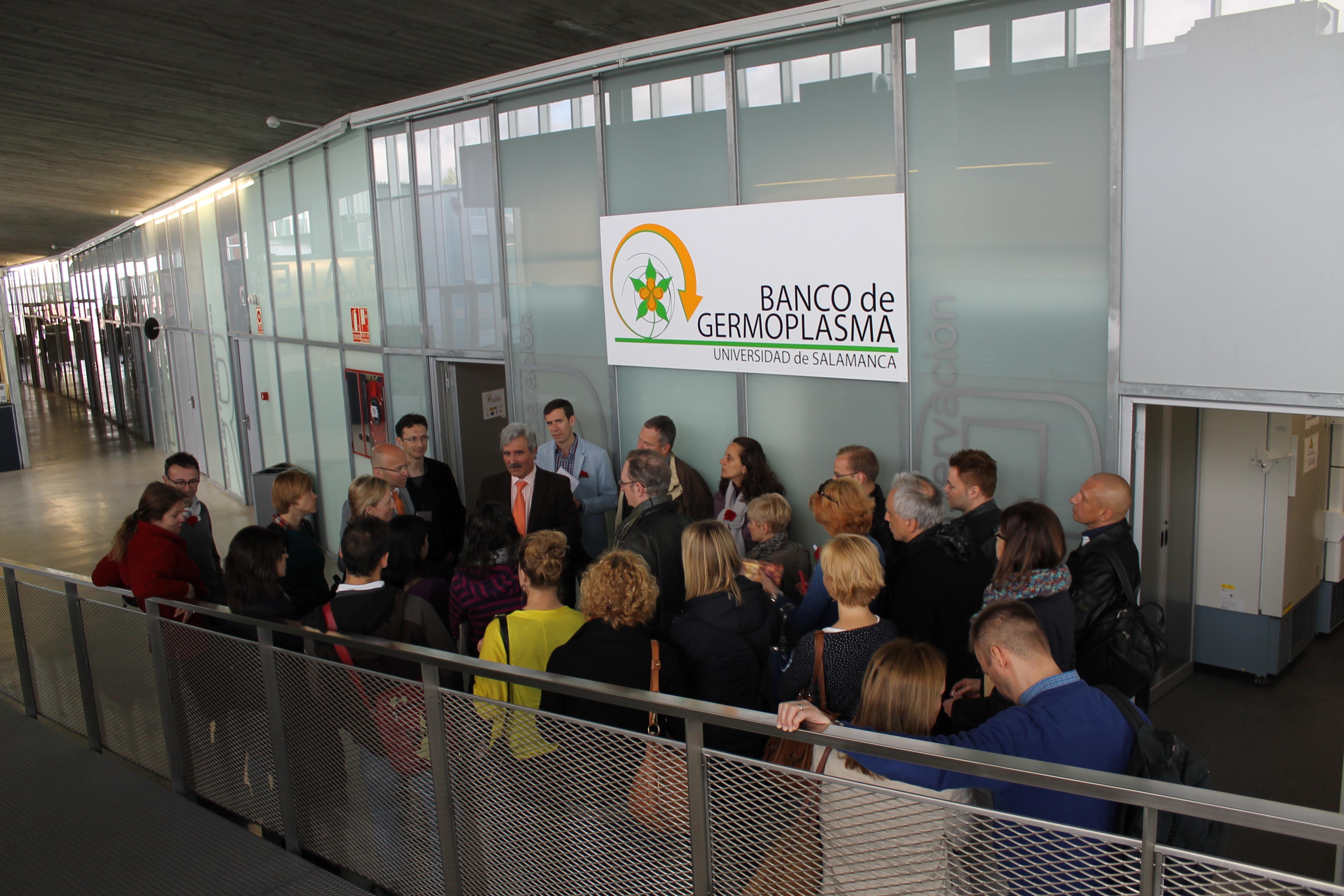 Intérpretes del Parlamento Europeo visitan las instalaciones del Instituto Hispanoluso de Investigaciones Agrarias