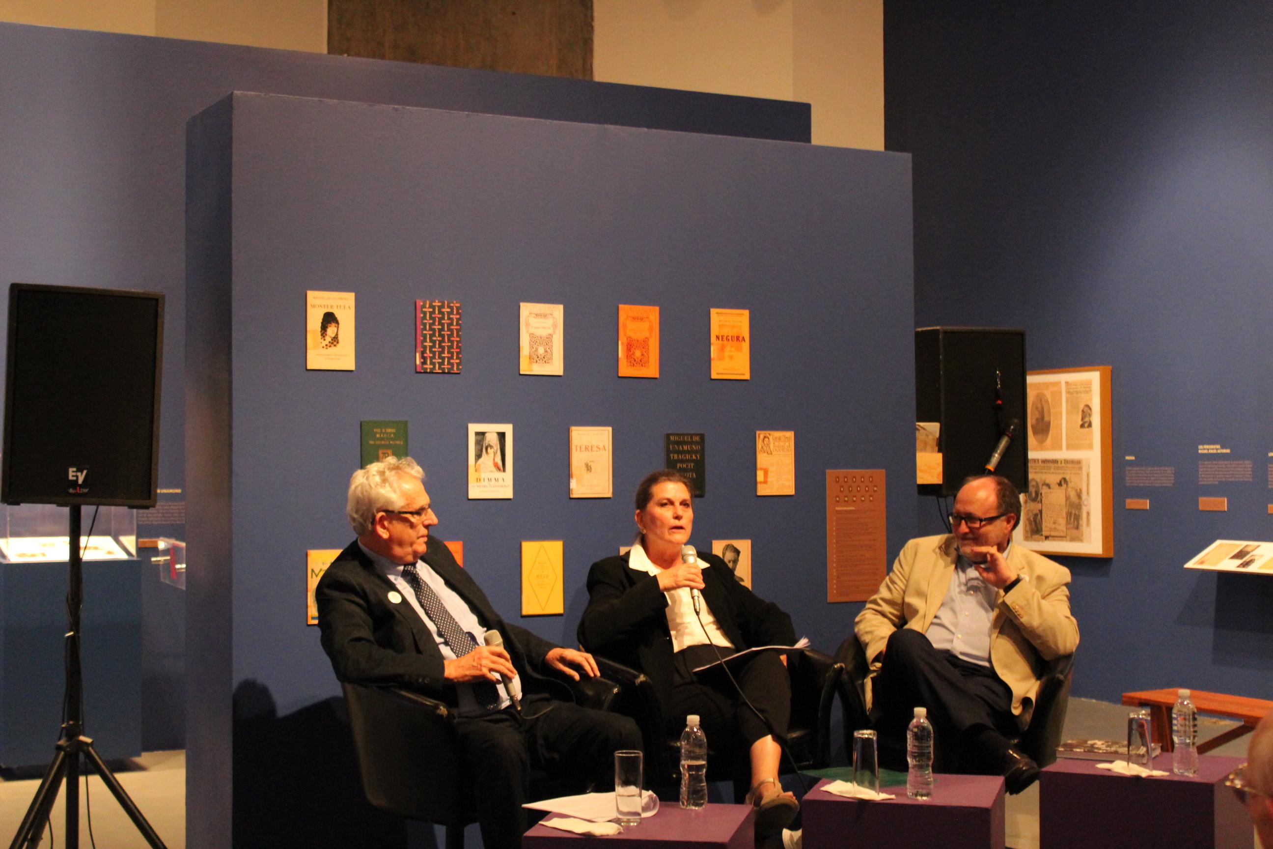 Jean Claude y Colette Rabaté, junto al vicerrector Mariano Esteban.