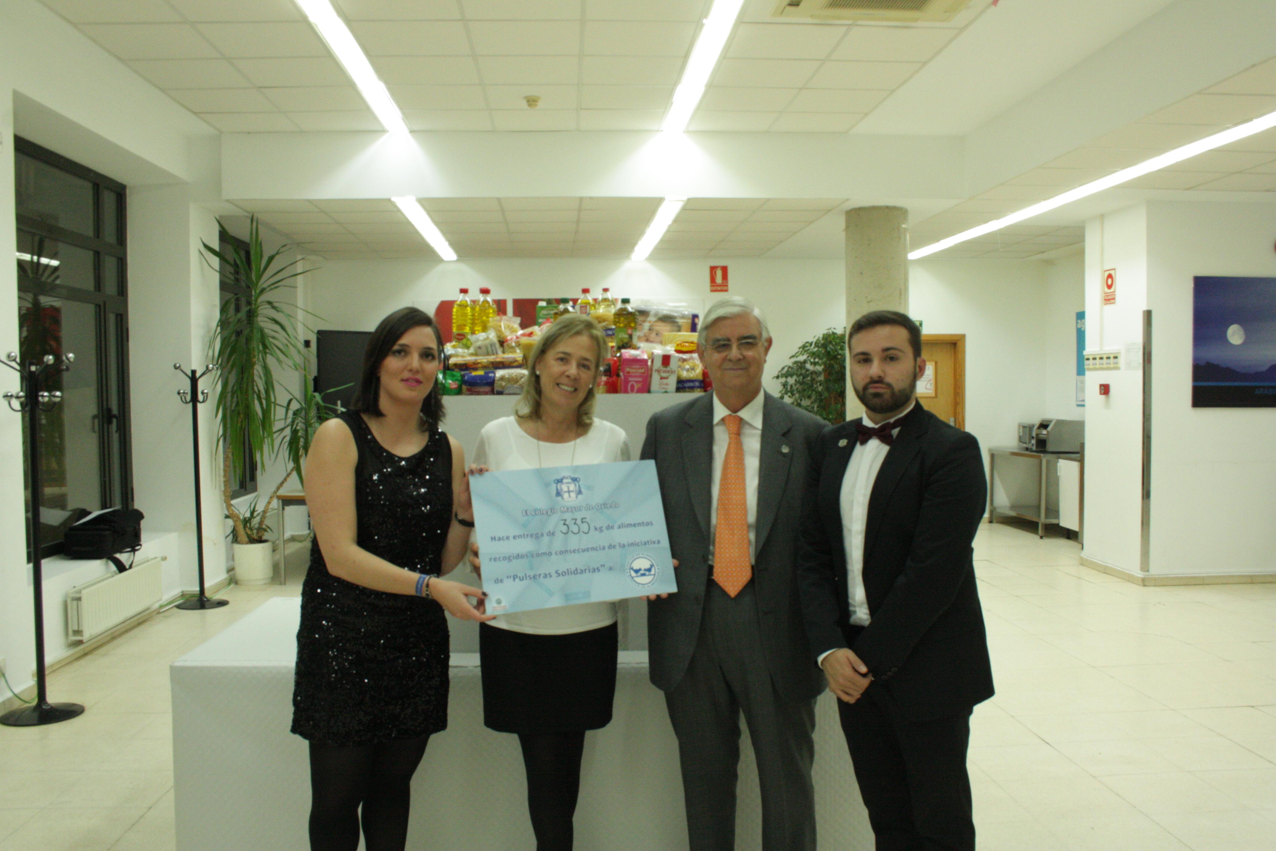 El Colegio Mayor de Oviedo entrega 335 kilos de productos al Banco de Alimentos de Salamanca