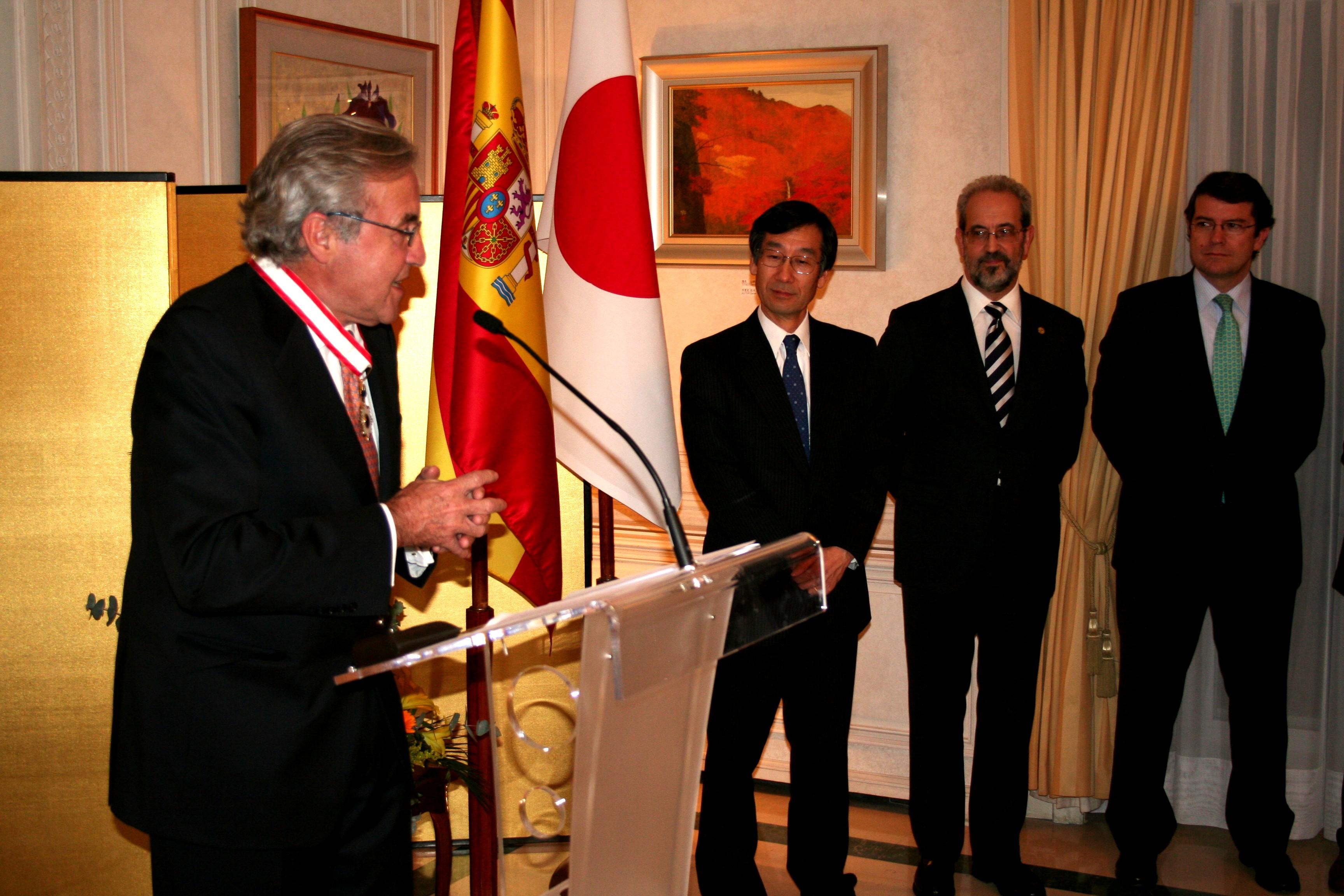 Ignacio Berdugo Gómez de la Torre recibe la condecoración de la 'Orden del Sol Naciente. Estrella de Oro y Plata'