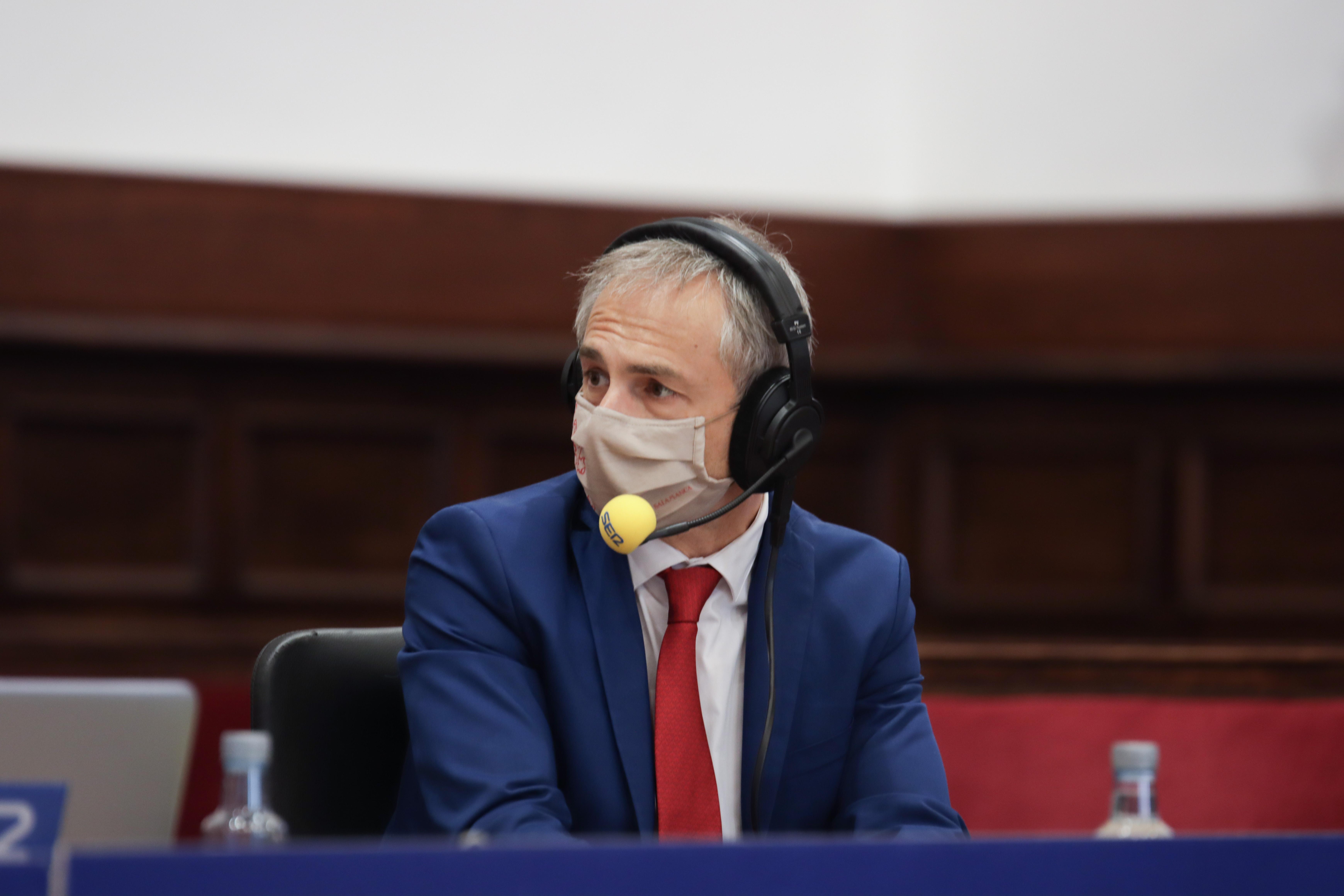 El rector Ricardo Rivero interviene en el programa 'Hoy por hoy', de la Cadena SER