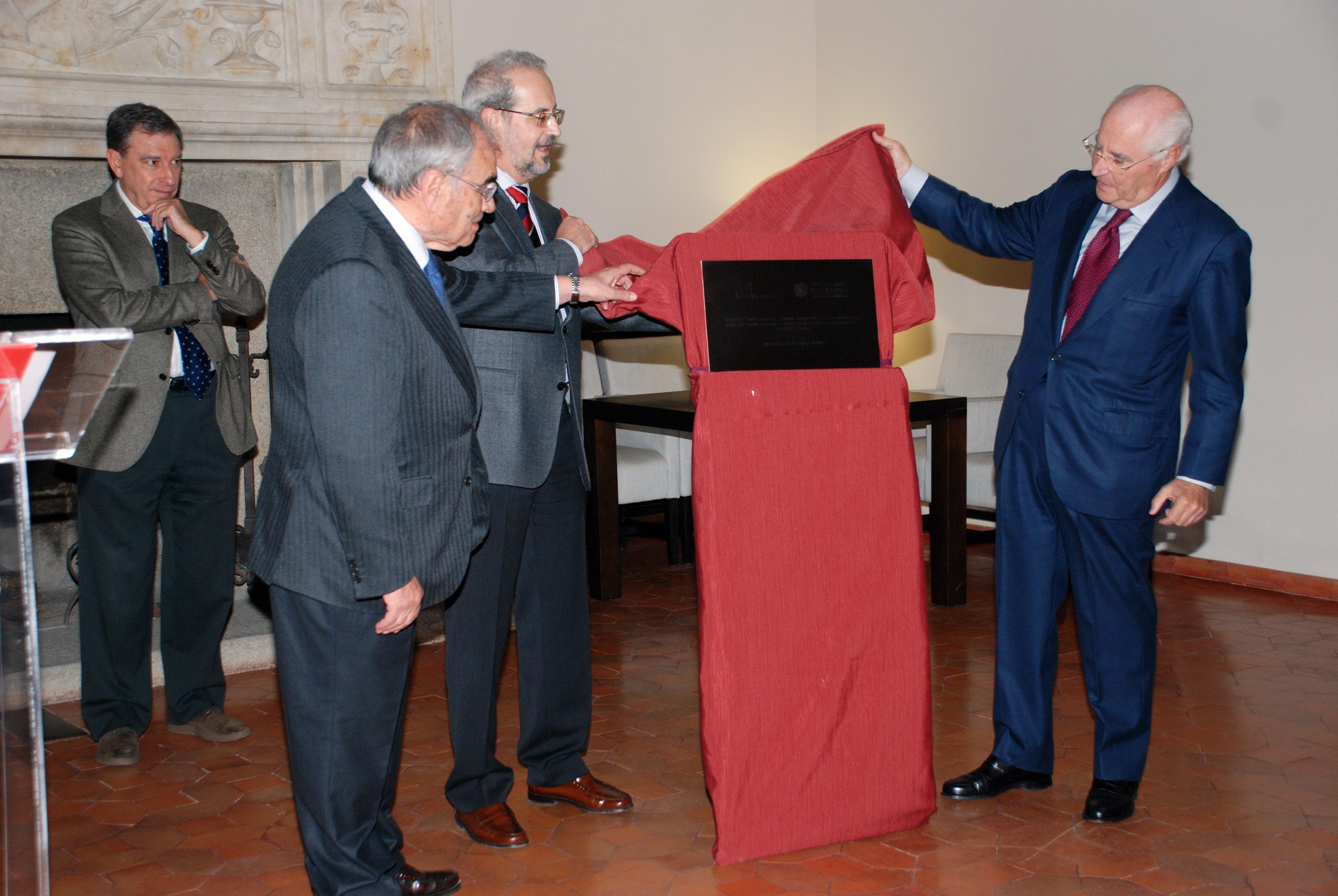 El Colegio Arzobispo Fonseca renueva su alumbrado ornamental con el que se ensalza su belleza arquitectónica y artística