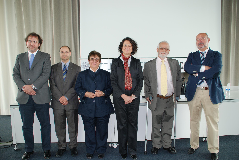 La vicerrectora de Investigación presenta el legado científico a la Universidad de los profesores Fernando de Castro y Jeffery A. Winer