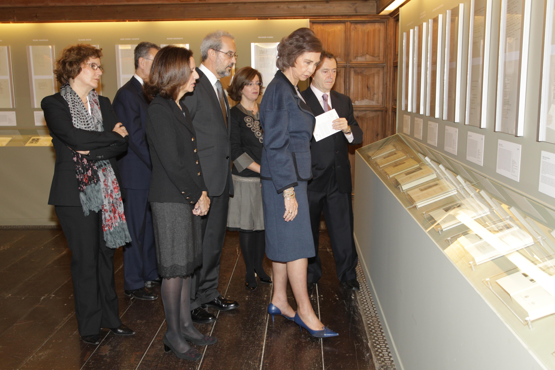 """Visita de S.M. la Reina a la exposición """"Premio Reina Sofía de Poesía Iberoamericana (1992-2011). XX Aniversario"""""""