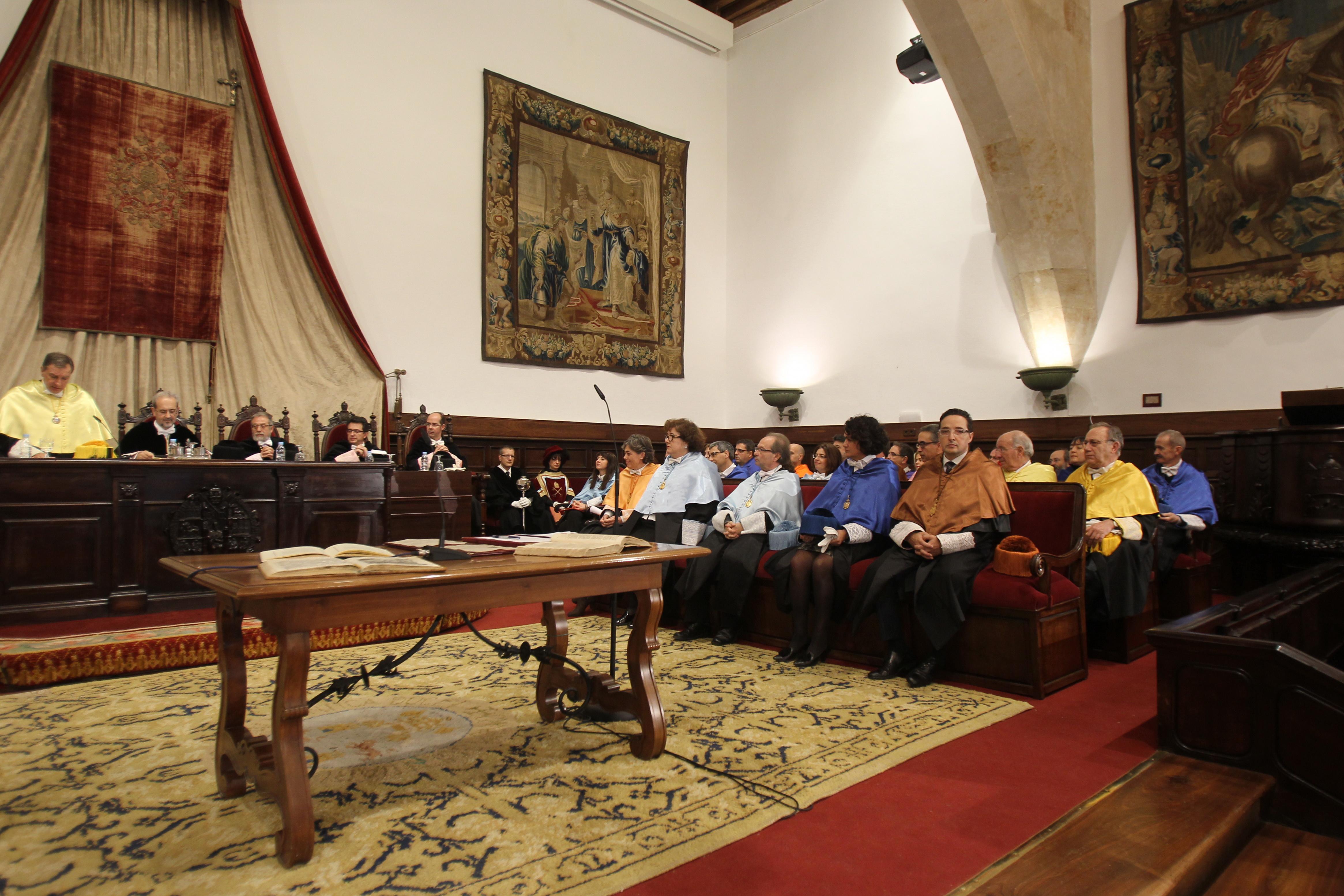 El catedrático Daniel Hernández Ruipérez toma posesión como Rector de la Universidad de Salamanca en su segundo mandato