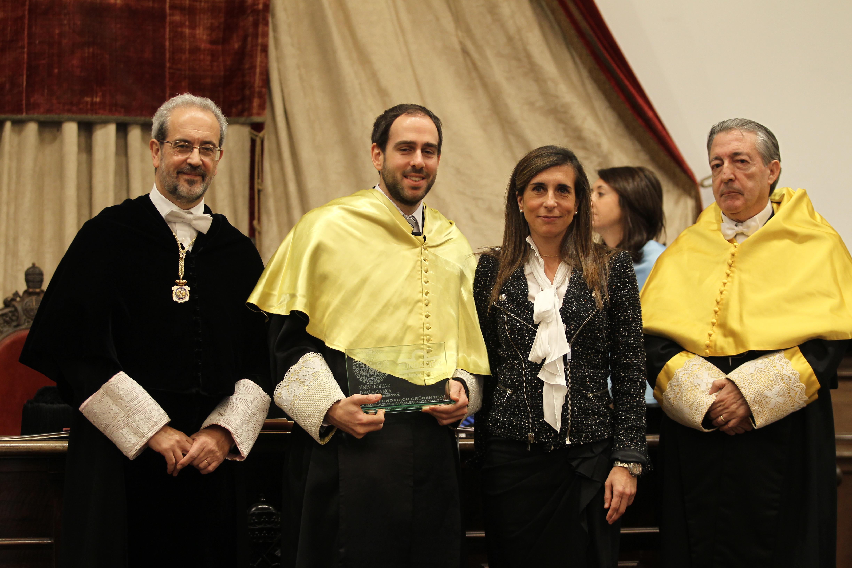 El expresidente del Consejo Social Salvador Sánchez-Terán recibe en el Paraninfo la Medalla de la Universidad de Salamanca