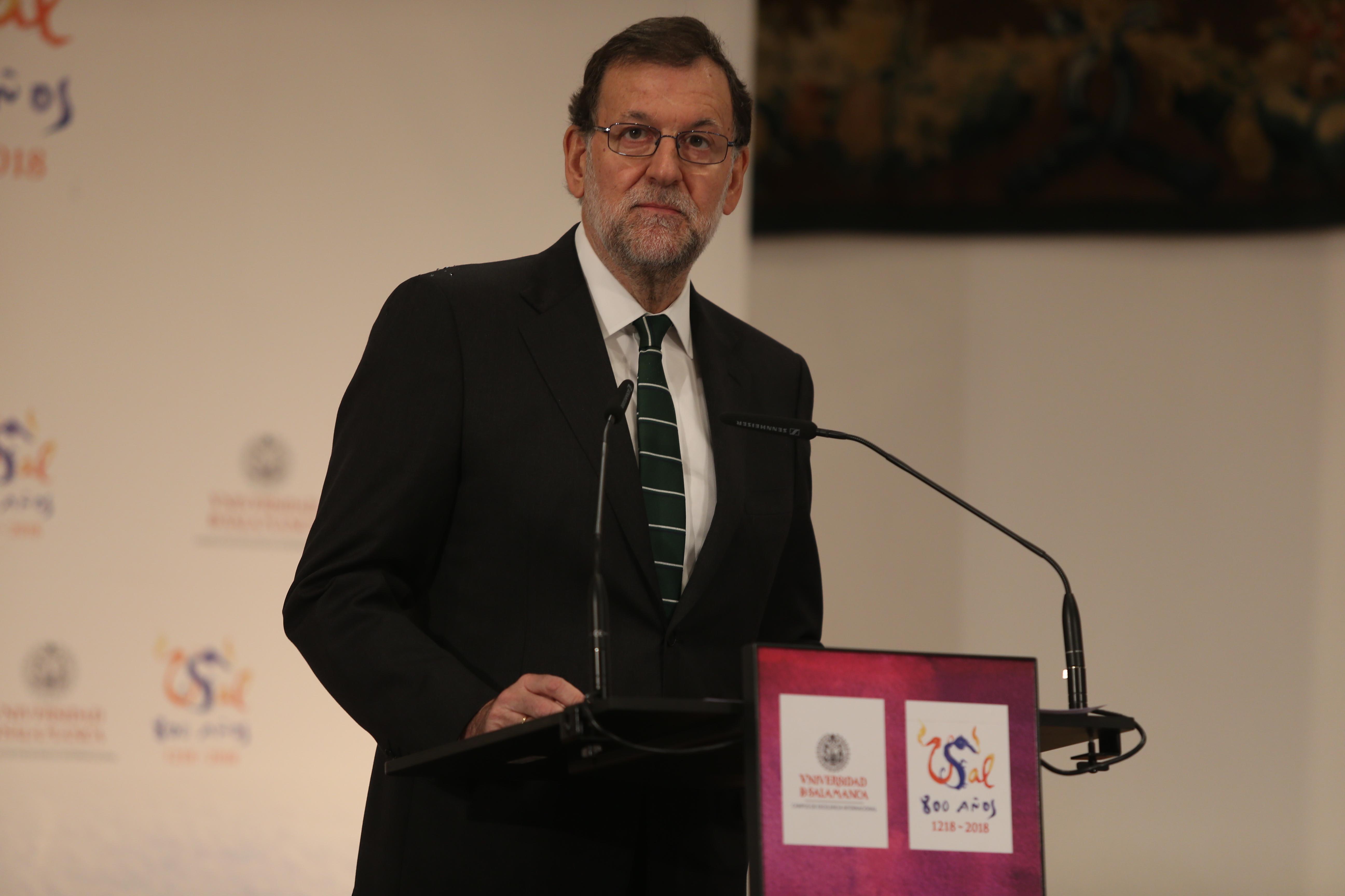 El rector de la Universidad de Salamanca recibió al presidente del Gobierno en las Escuelas Mayores